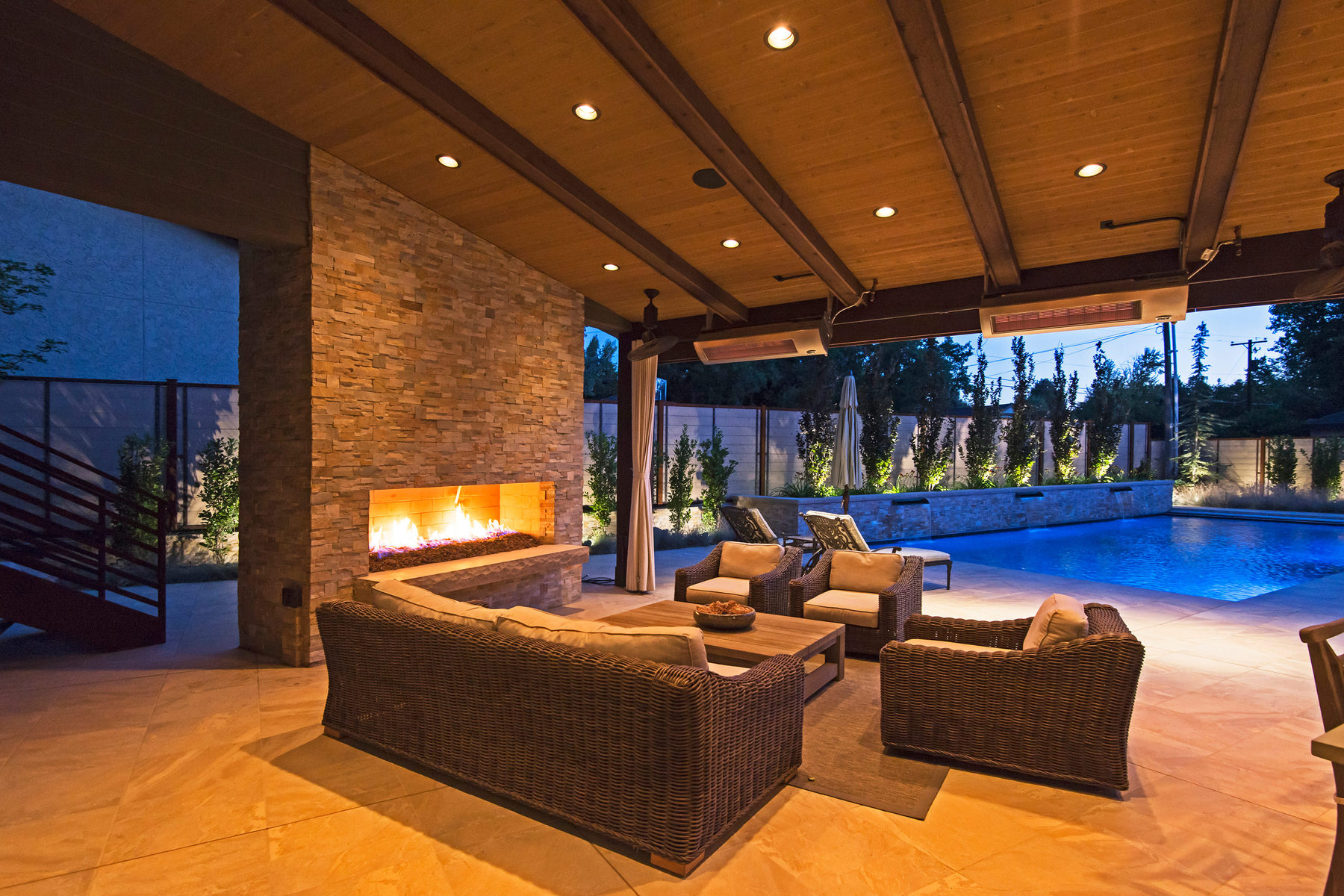 Moradia para Venda às Elegant, Resort-Style Willowcreek Home 2700 E Robidoux Rd Sandy, Utah 84093 Estados Unidos