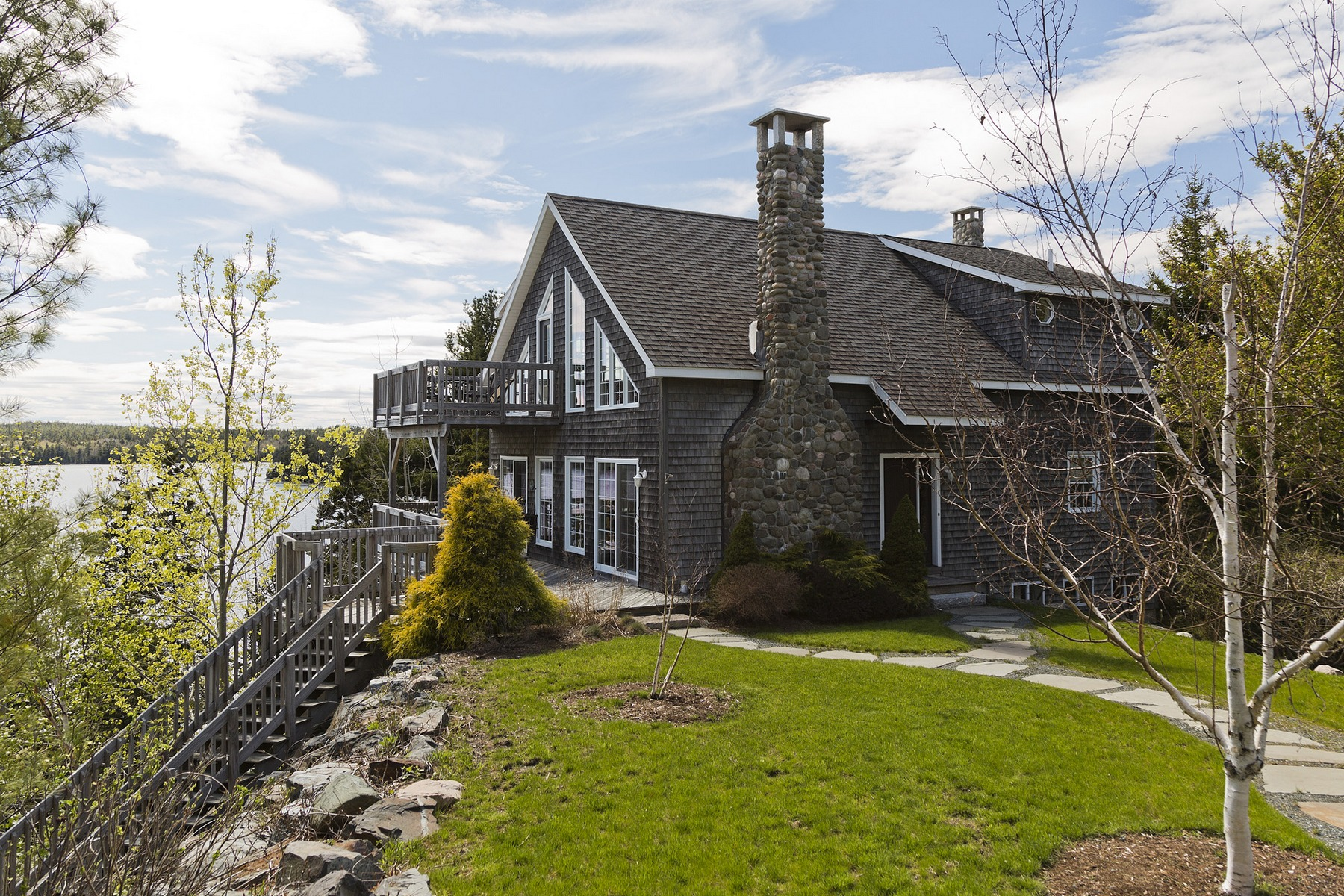 Villa per Vendita alle ore Long Pond Cottage 13 Mitchell Road Mount Desert, Maine, 04660 Stati Uniti