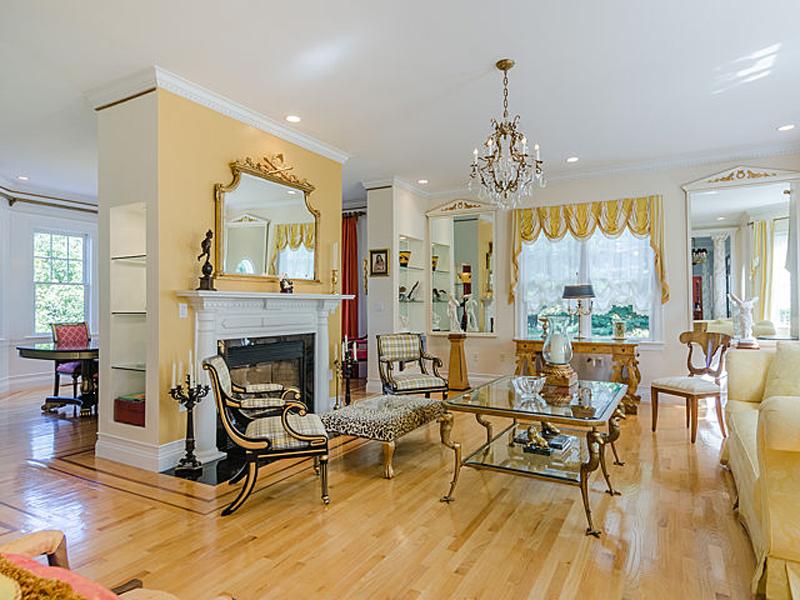 Moradia para Venda às Excellent Location With Panoramic Views 1 Clock Tower Drive Wellesley, Massachusetts 02481 Estados Unidos