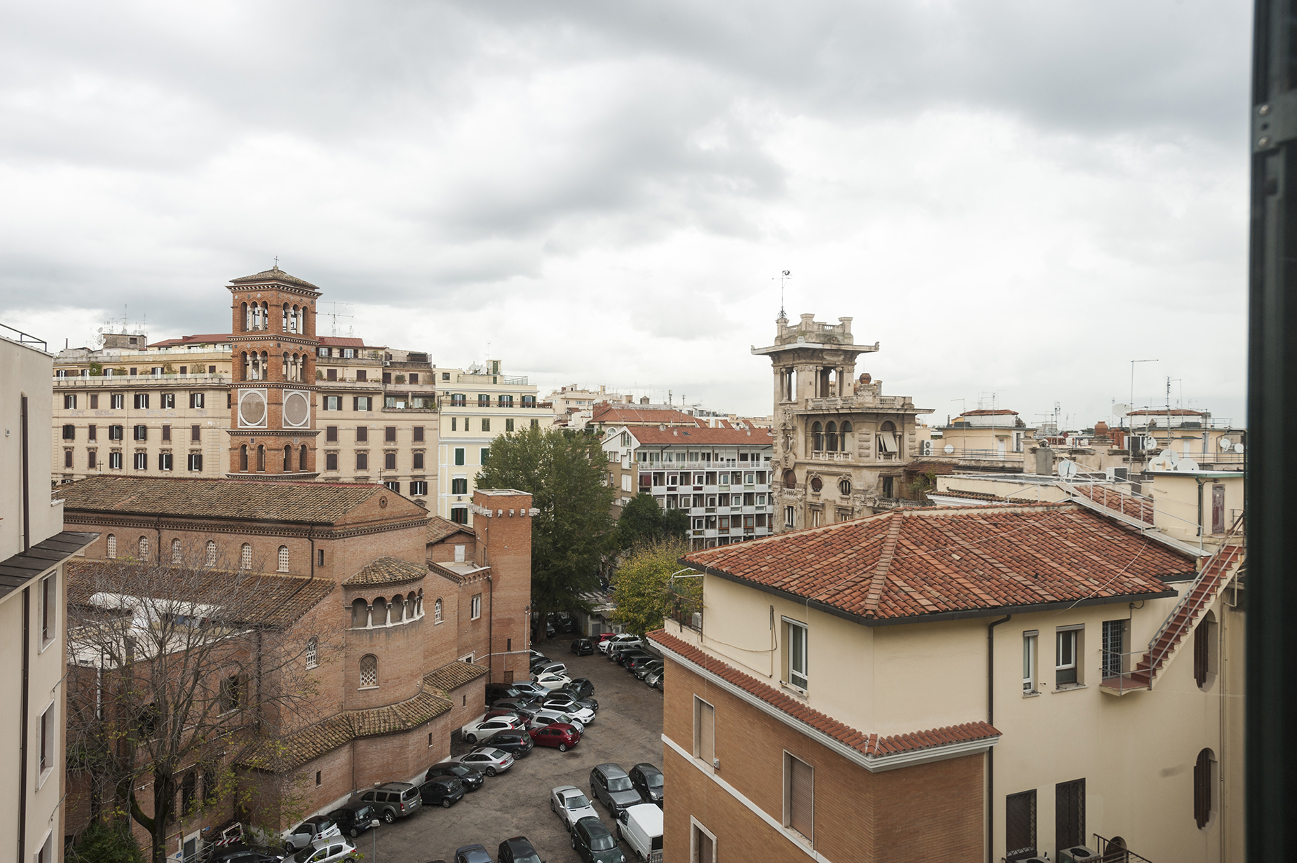 Additional photo for property listing at Renovated penthouse with terrace Viale Regina Margherita Rome, Rome 00198 Italy
