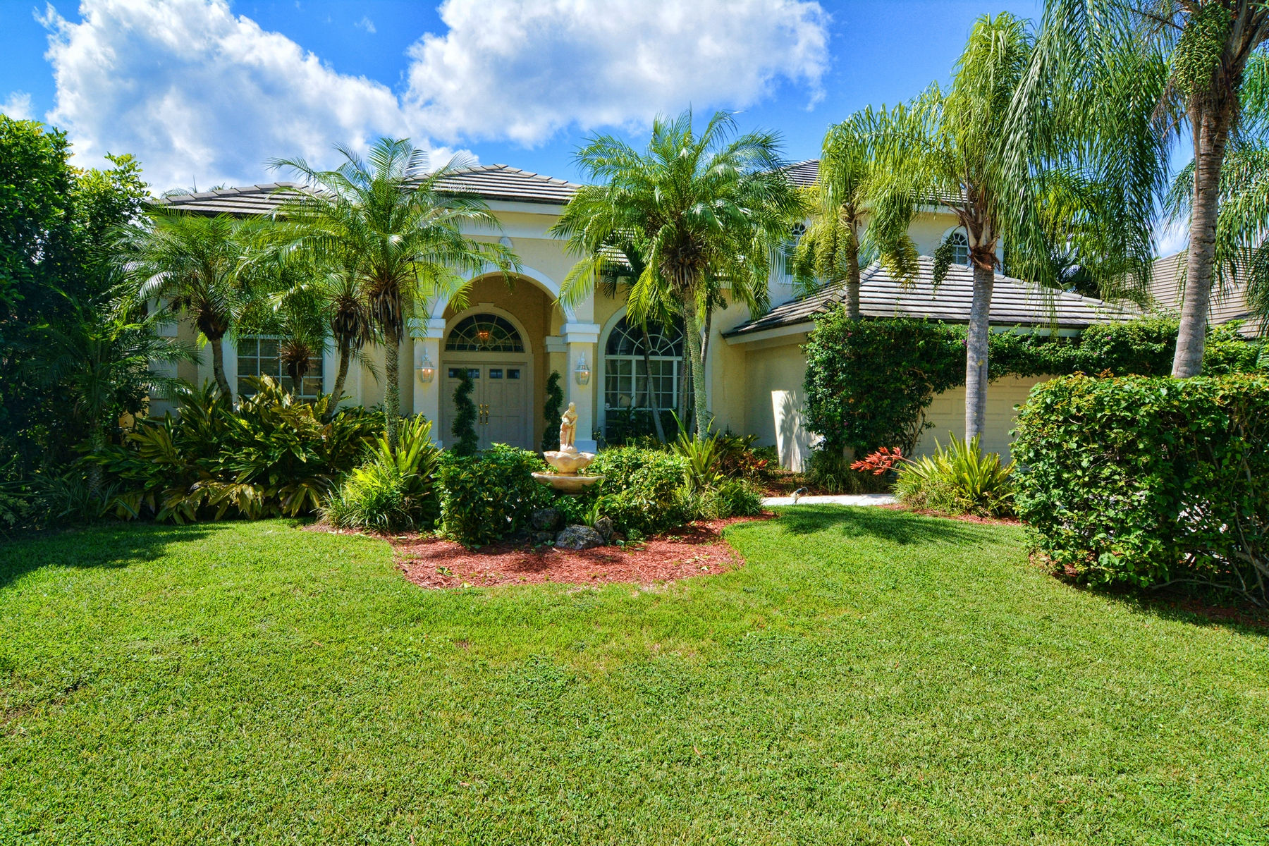 Casa Unifamiliar por un Venta en 19 Windward Isle Palm Beach Gardens, Florida 33418 Estados Unidos