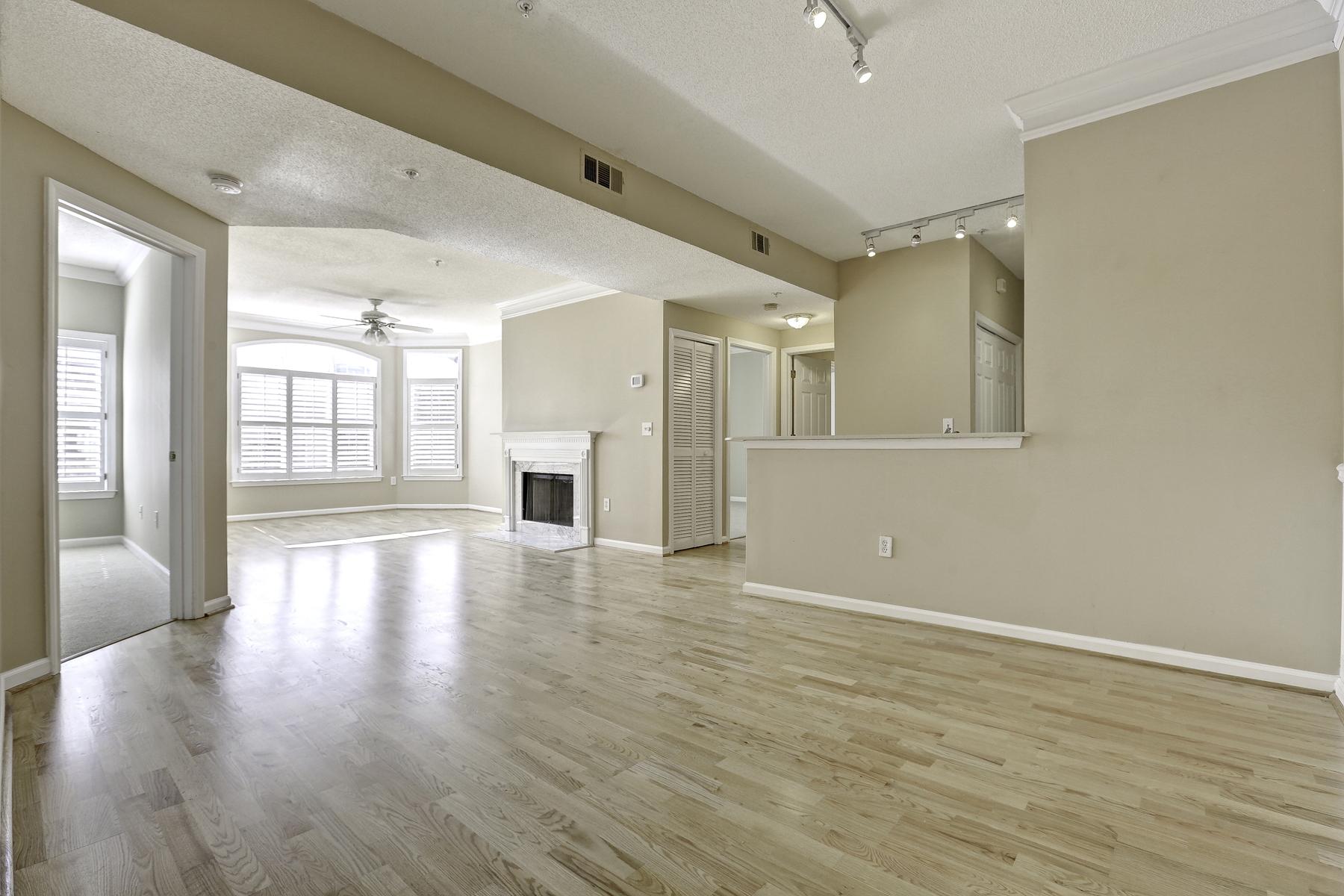 共管式独立产权公寓 为 销售 在 Fantastic Condo in the Best Midtown Location 955 Juniper Street NE Unit #4214 亚特兰大, 乔治亚州, 30309 美国