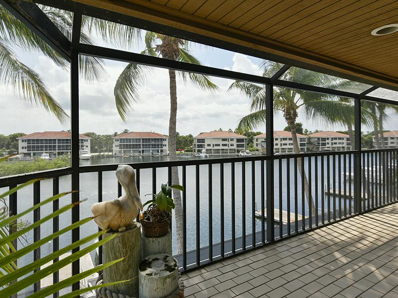 Copropriété pour l Vente à Charming Waterfront Condominium at Ocean Reef 33 Moorings, Unit B Ocean Reef Community, Key Largo, Florida 33037 États-Unis