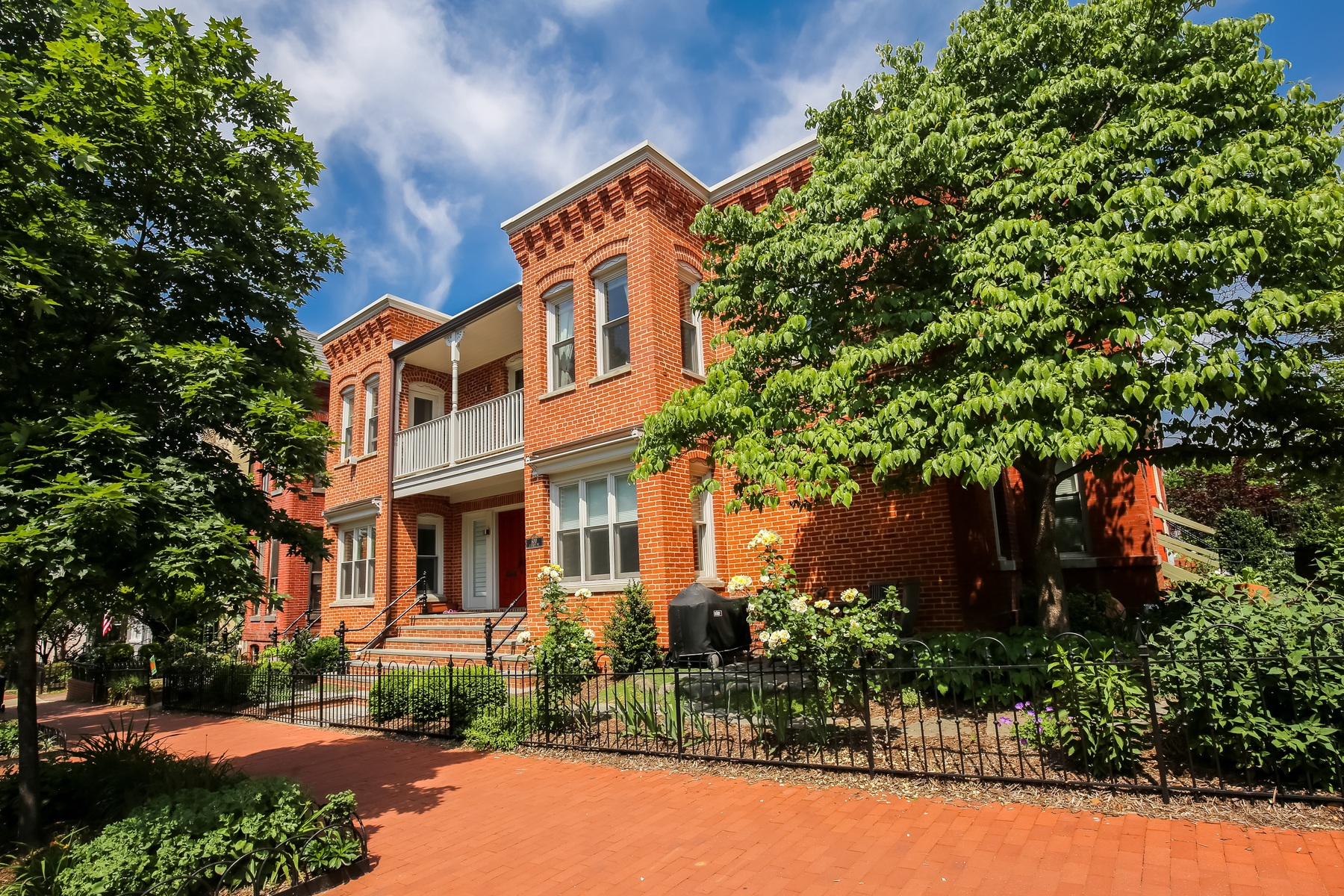 sales property at 600 E Street Ne, Washington