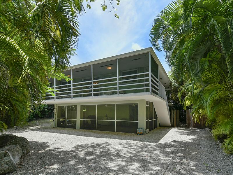 Maison unifamiliale pour l Vente à Convenient Setting 155 Sioux Street Plantation Key, Florida 33070 États-Unis