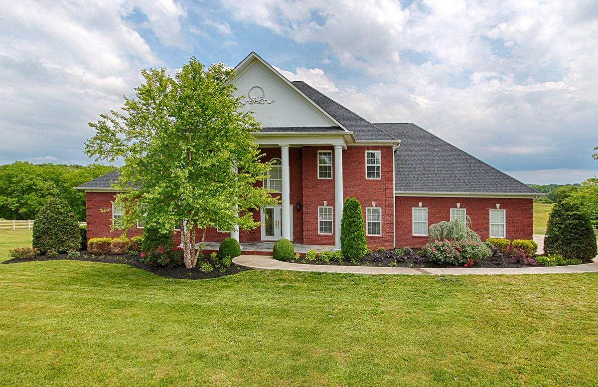Villa per Vendita alle ore Stately Country Estate 4035 Lowes Ferry Rd Louisville, Tennessee, 37777 Stati Uniti