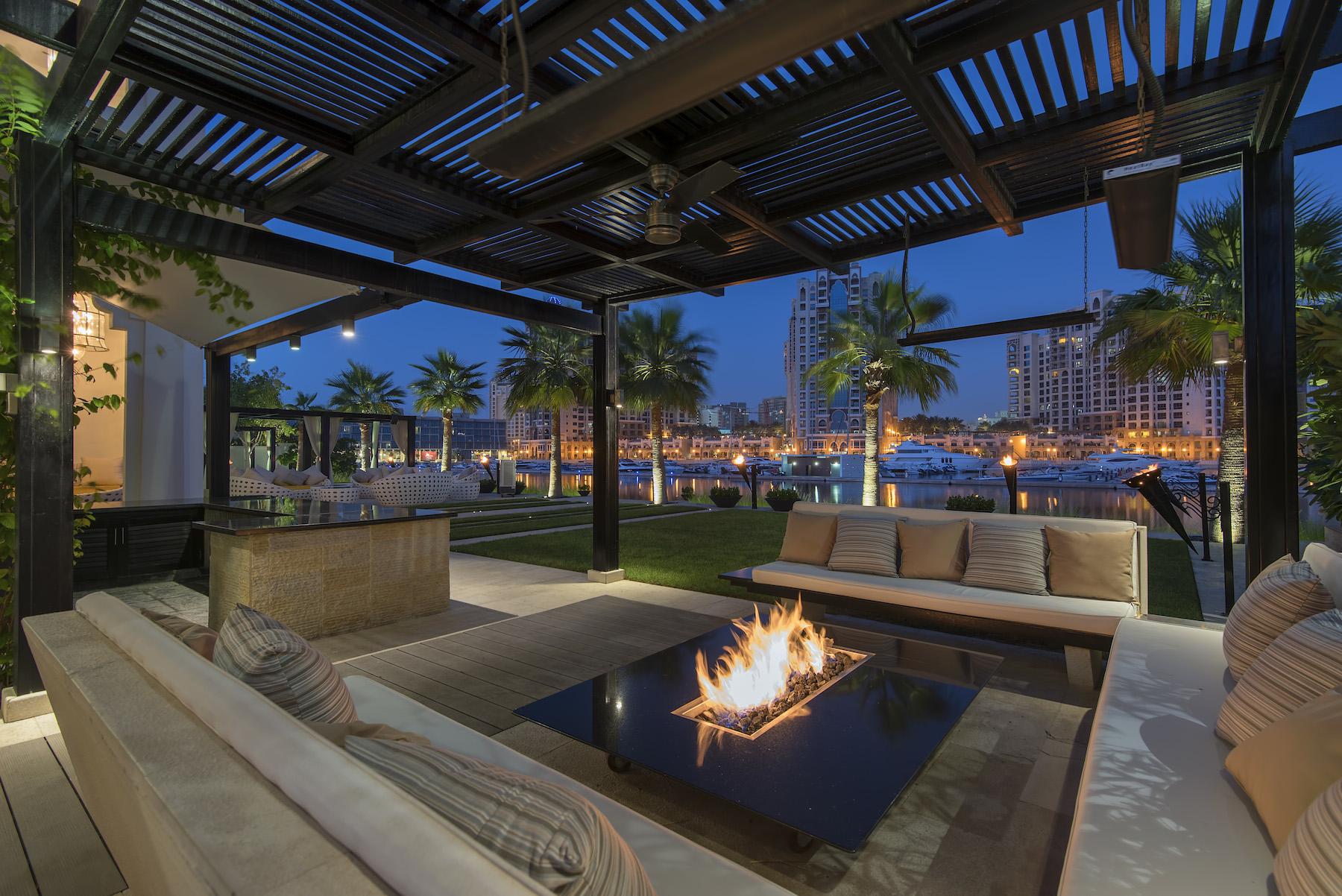 Casa para uma família para Venda às Italian Luxury Beachfront Living Dubai, Emirados Árabes Unidos