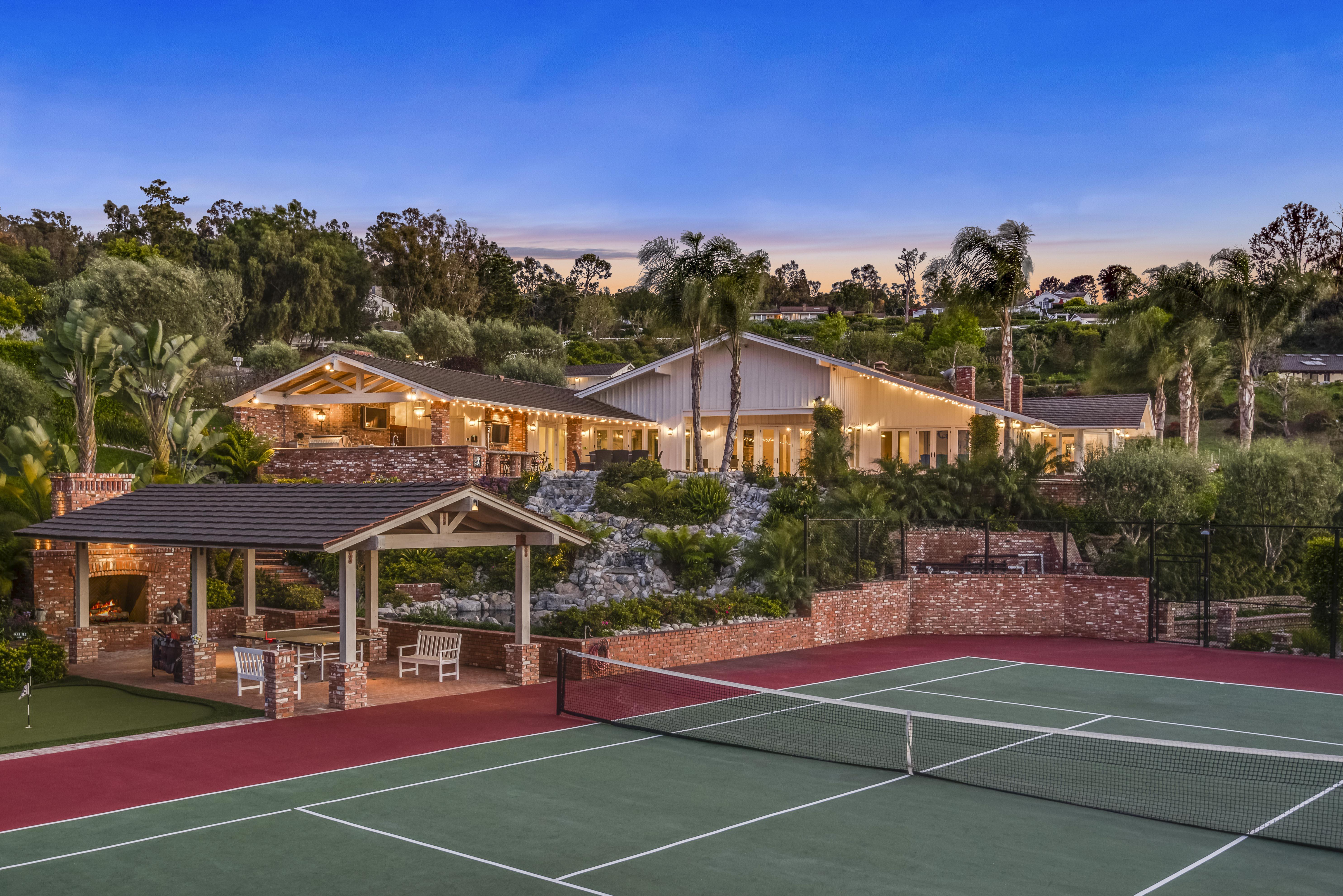 Maison unifamiliale pour l Vente à 35 Saddleback Road Rolling Hills, Californie 90274 États-Unis
