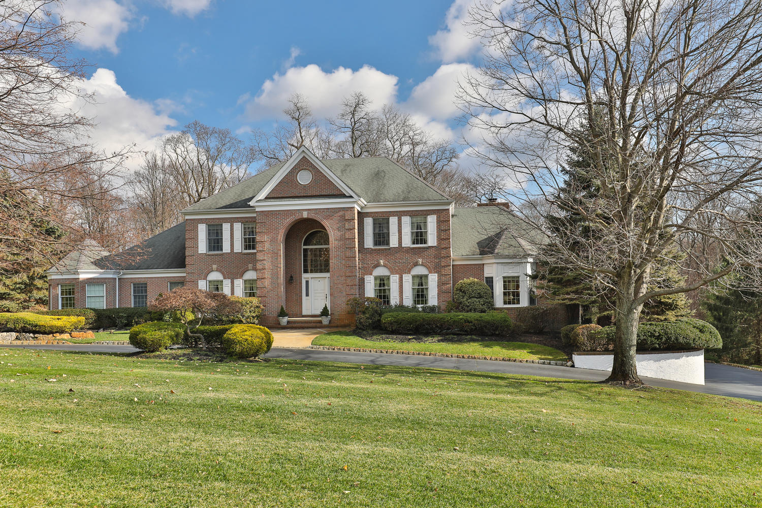 Single Family Home for Sale at Elegant Custom Colonial 3 Concord Court Colts Neck, New Jersey 07722 United States