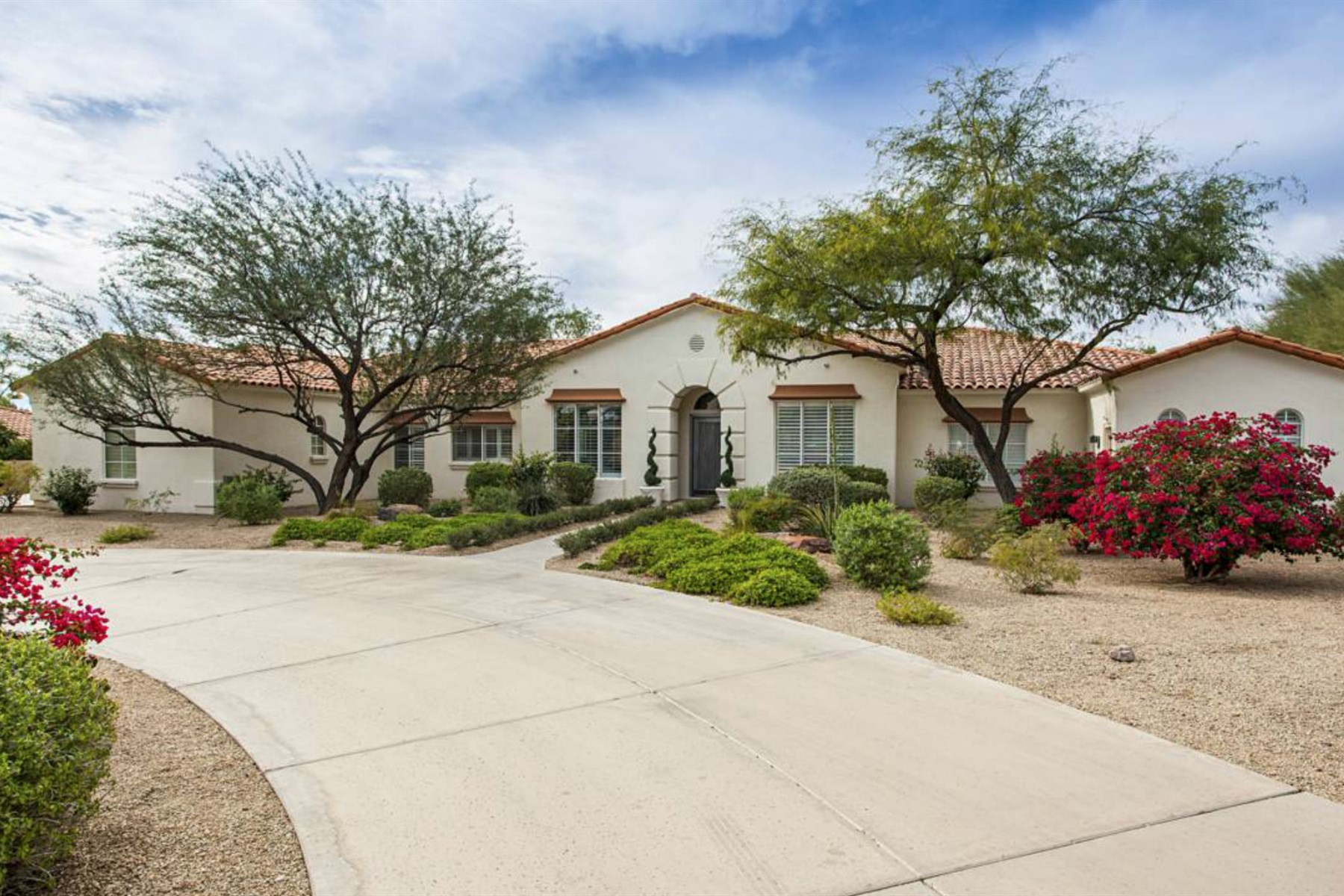 Single Family Home for Sale at Private retreat on the south side of camelback mountain 4782 N 53RD ST Phoenix, Arizona 85018 United States