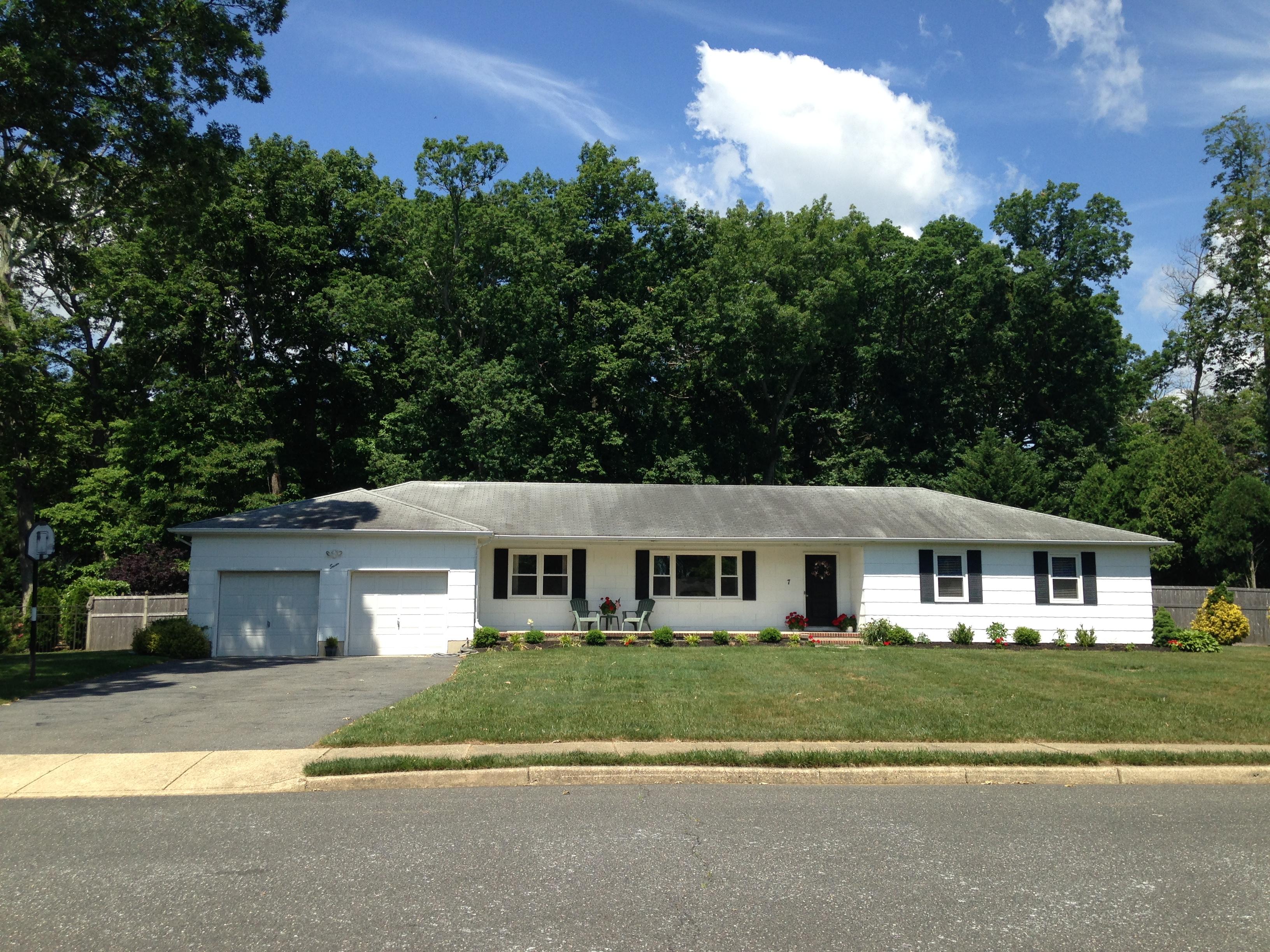 獨棟家庭住宅 為 出售 在 LOCATION, LOCATION, LOCATION... 7 Sharon Drive Ocean, 新澤西州 07712 美國