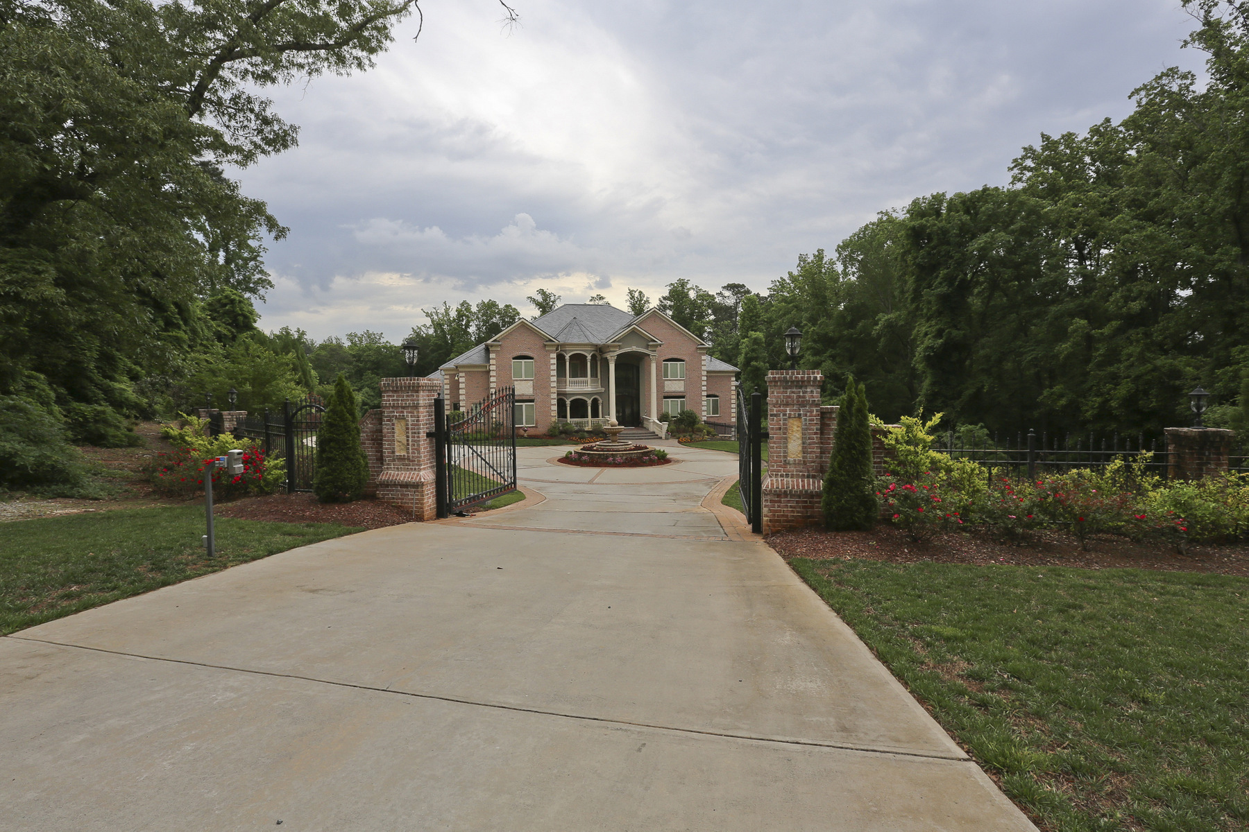 Additional photo for property listing at Stunning Private Estate 1625 Sunnybrook Farm Road Sandy Springs, Georgia 30350 Hoa Kỳ