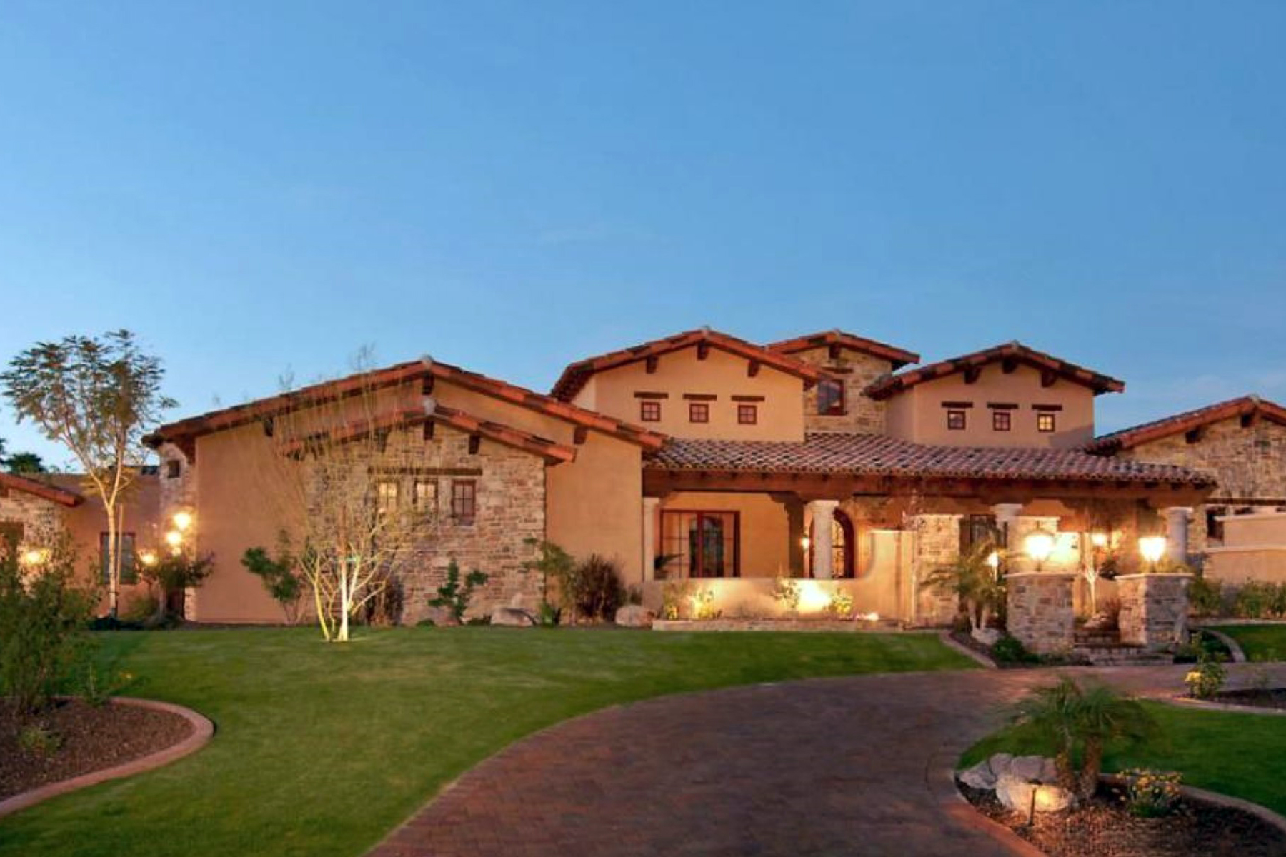 Property For Sale at Gorgeous Furnished Luxury Home in the Heart of Scottsdale