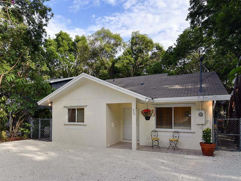 Vivienda unifamiliar por un Venta en Charming Ground Level Home 320 Mahogany Drive Key Largo, Florida 33037 Estados Unidos