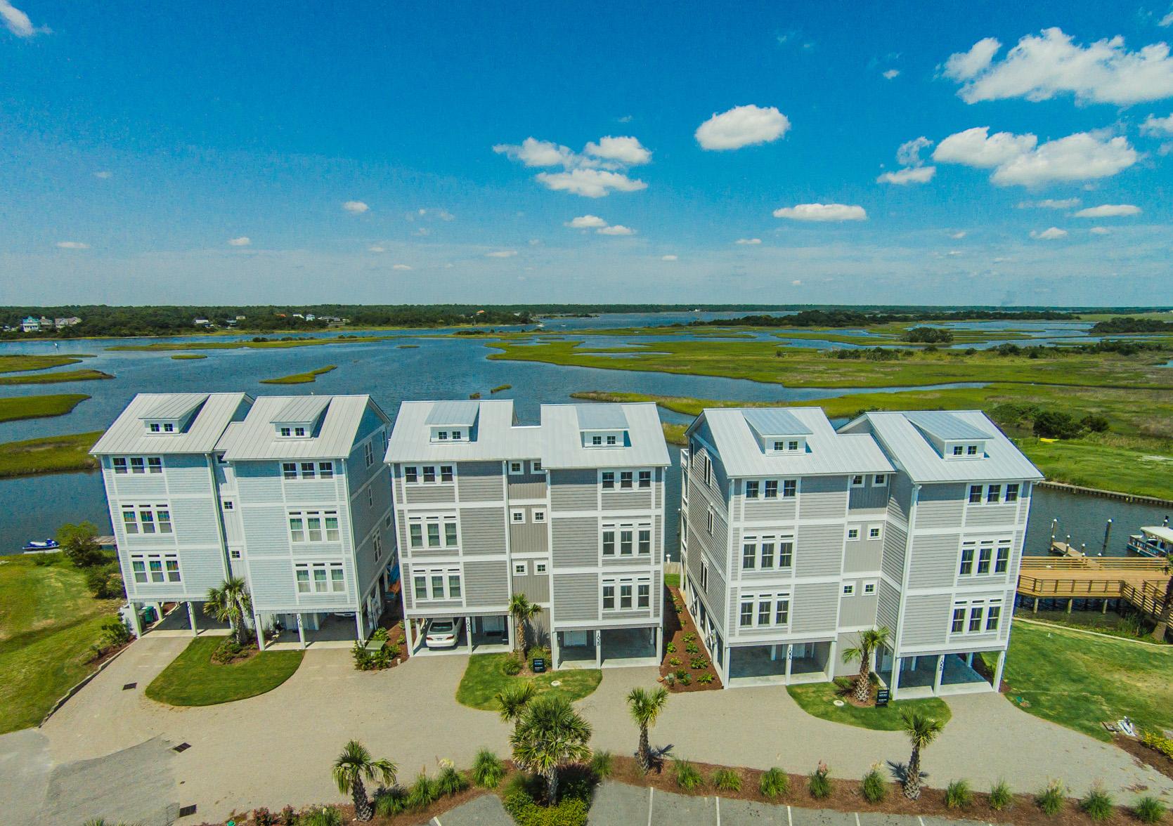 Moradia para Venda às Sophisticated Waterfront Living 103B Bluewater Lane Surf City, Carolina Do Norte 28445 Estados Unidos