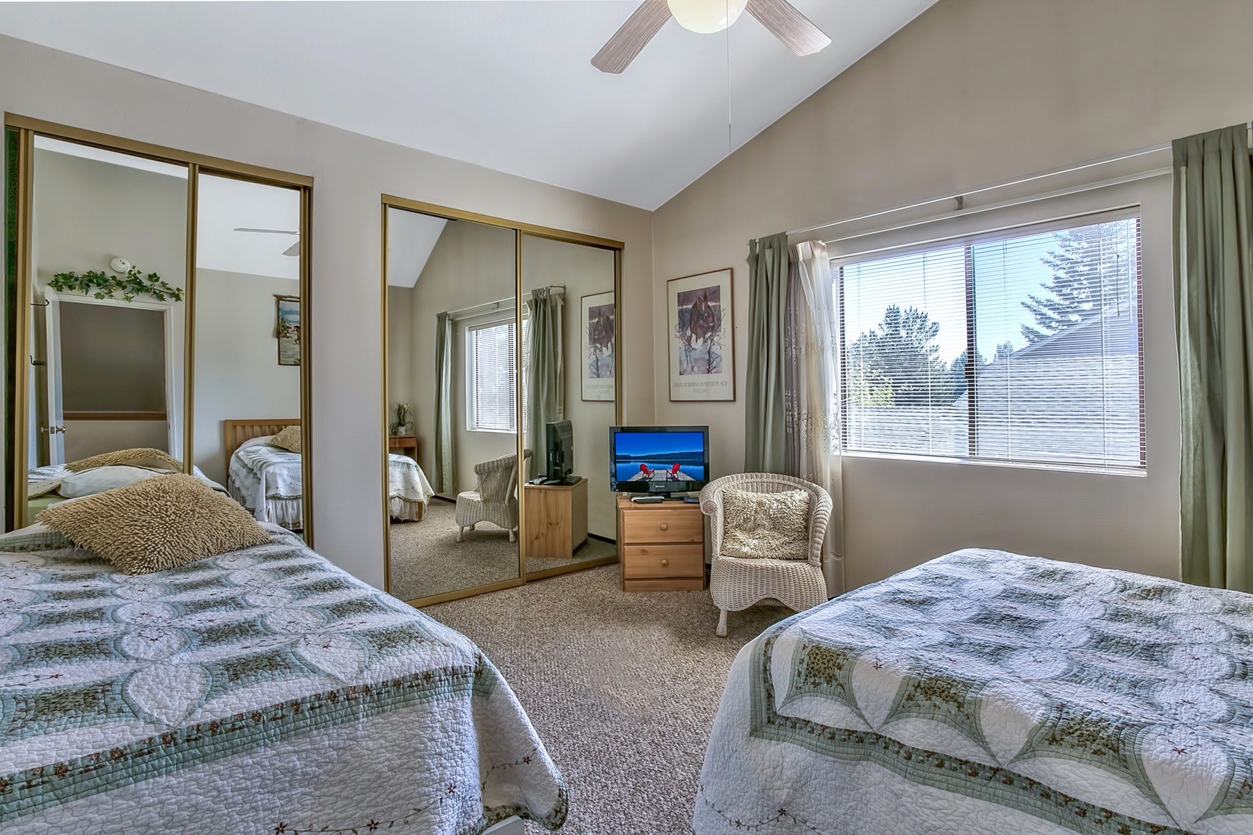Additional photo for property listing at 2044 Venice Drive  South Lake Tahoe, California 96150 Estados Unidos