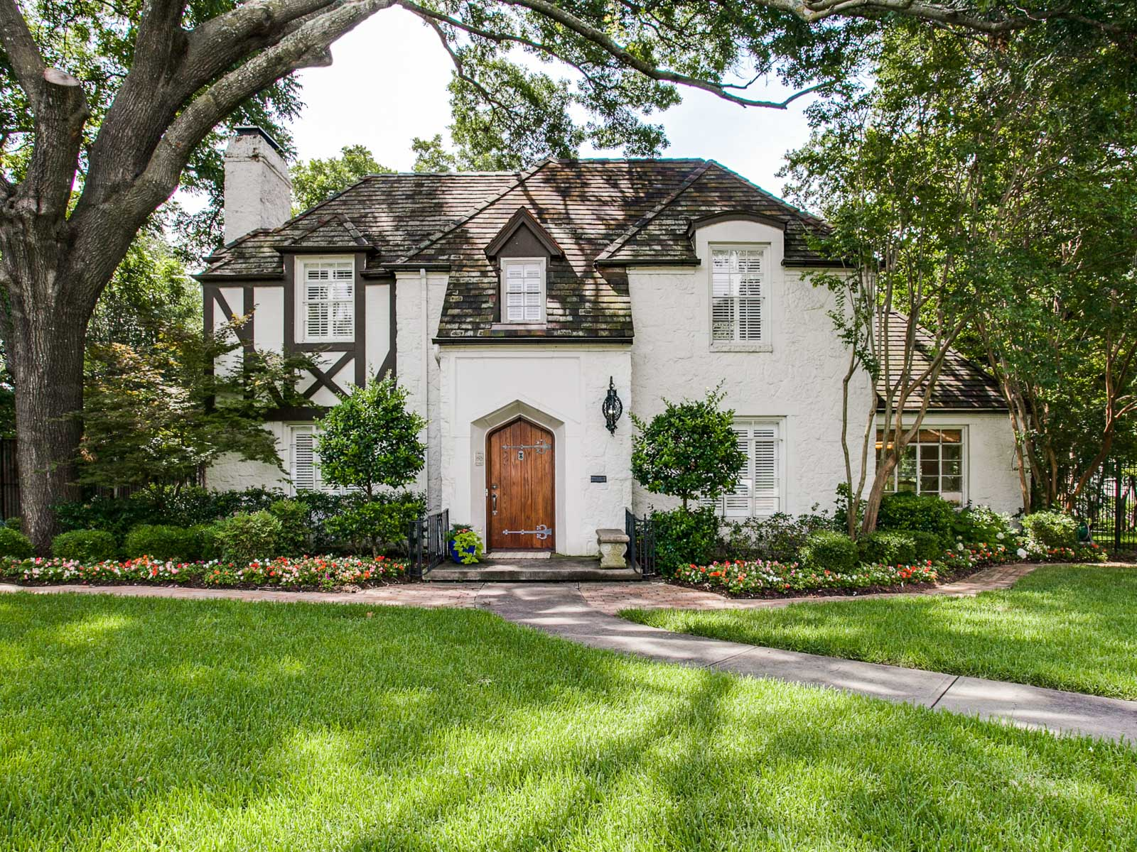 단독 가정 주택 용 매매 에 Charming Home in the Heart of Lakewood 6906 Lakewood Boulevard Dallas, 텍사스 75214 미국