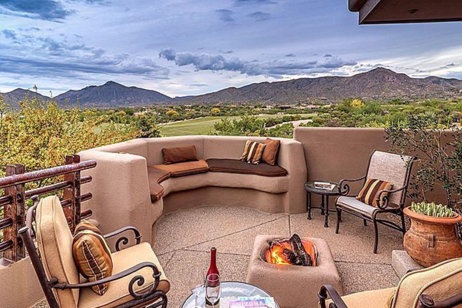 獨棟家庭住宅 為 出售 在 Stunning cottage with awe-inspiring sunset, mountain and city light views 40096 N 110TH PL Scottsdale, 亞利桑那州, 85262 美國