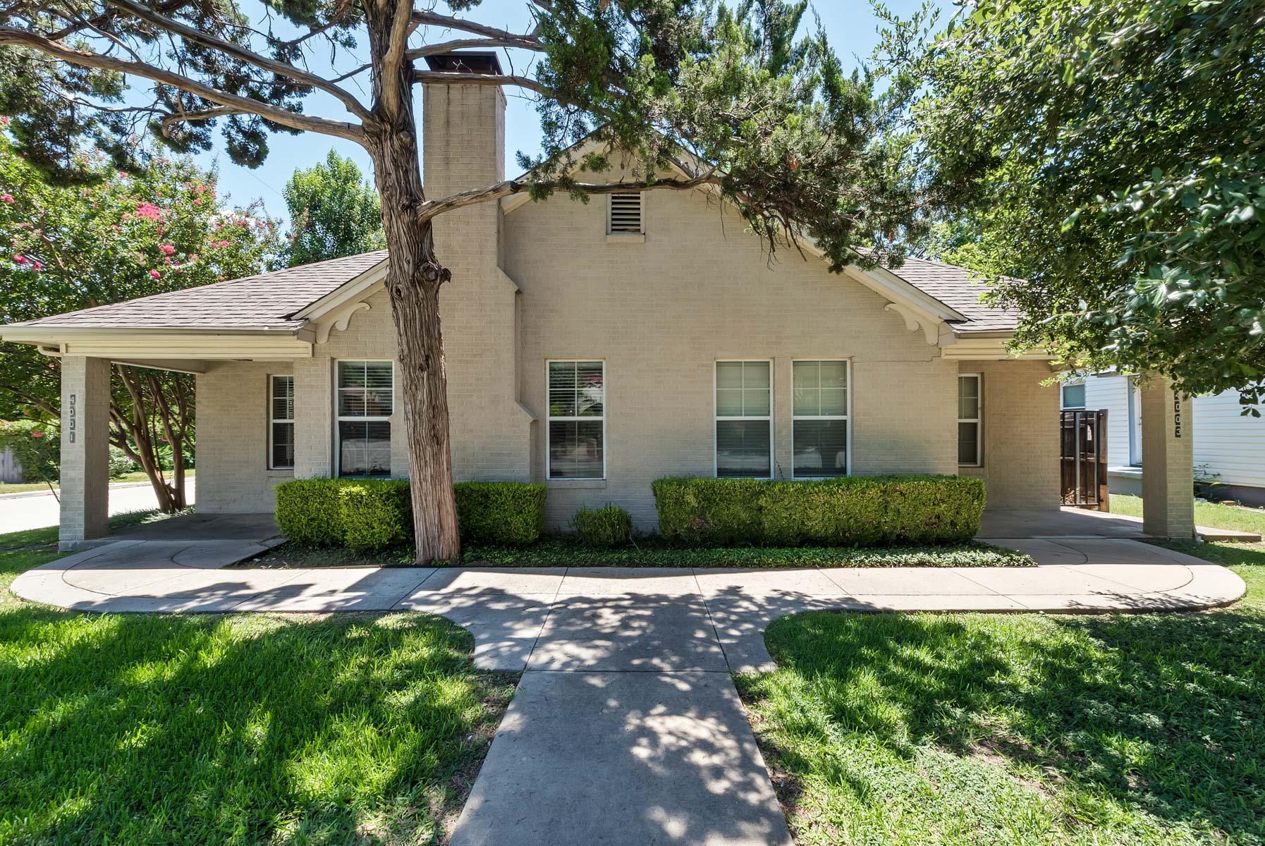 Maison multifamiliale pour l Vente à Nicely Redone Triplex in the heart of Arlington Heights 4001 El Campo Ave. Fort Worth, Texas, 76107 États-Unis