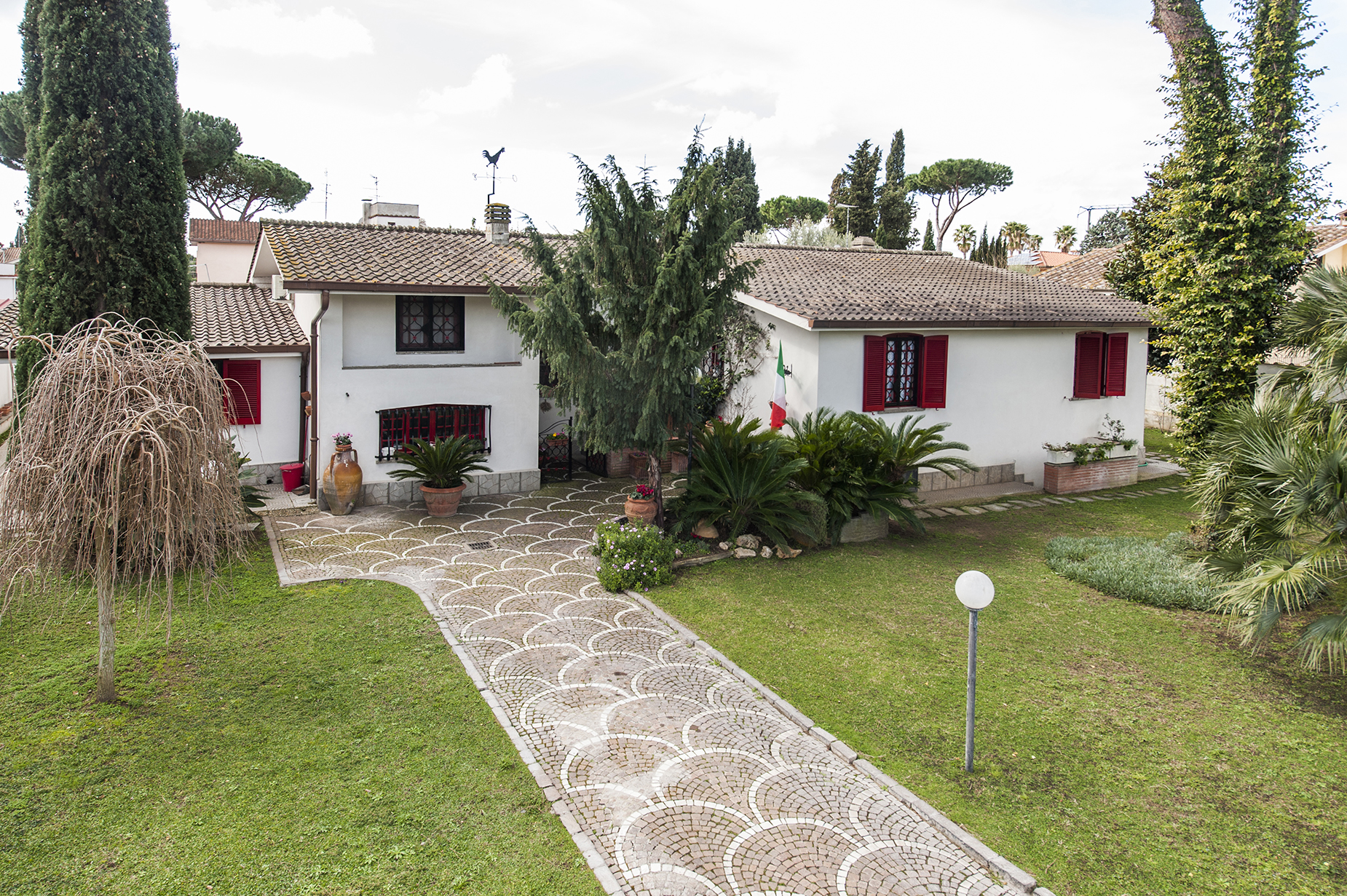 Single Family Home for Sale at Villa with large garden in the Eur Infernetto neighborhood Via Fortezza Rome, Rome 00124 Italy
