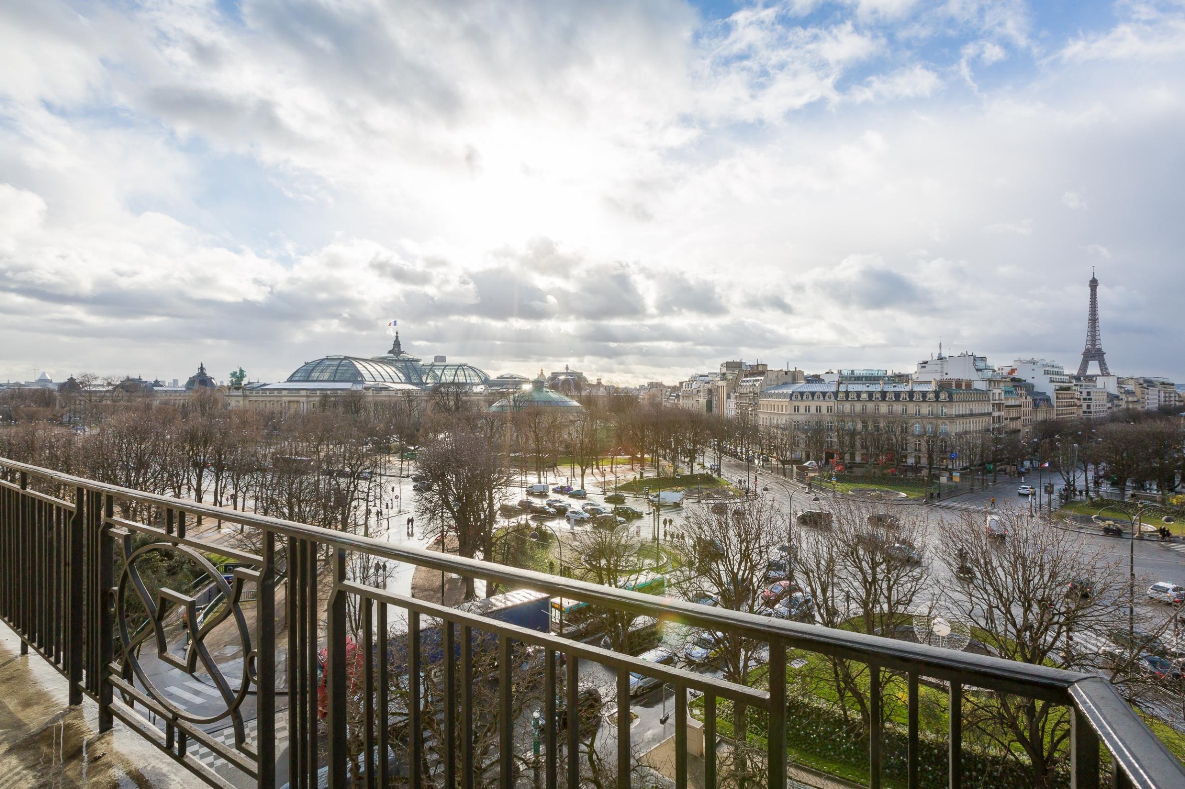 Appartamento per Vendita alle ore Apartment for sale near Faubourg Saint-Honoré Paris, Parigi 75008 Francia