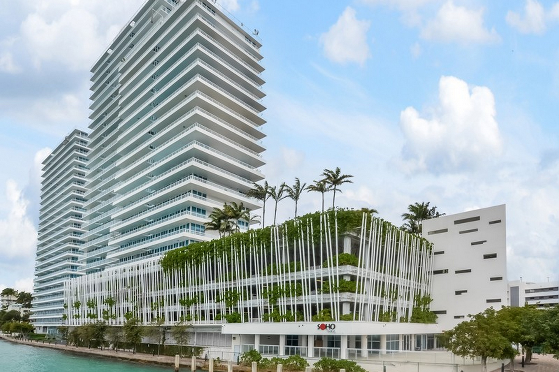 Condomínio para Venda às 520 West Ave 601 Miami Beach, Florida 33139 Estados Unidos
