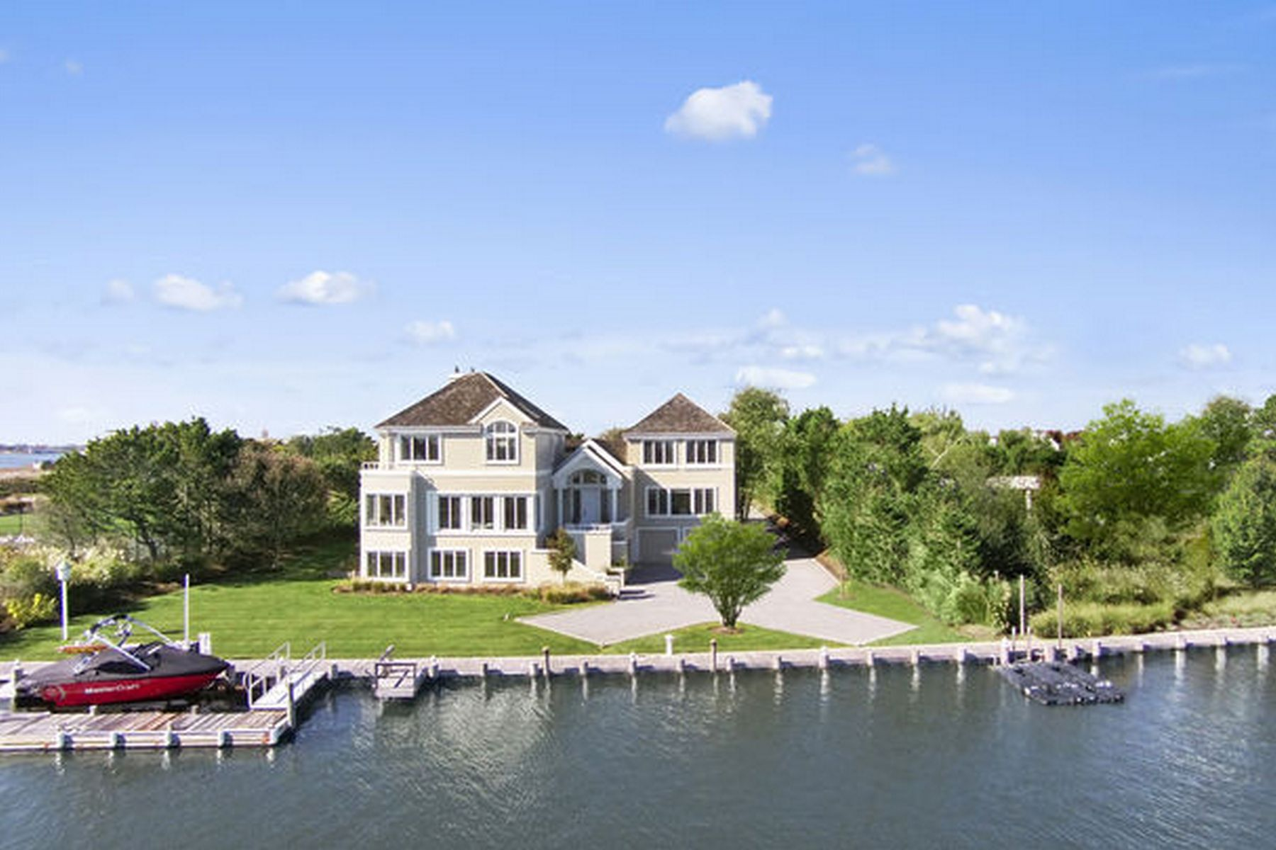 "Casa Unifamiliar por un Venta en Introducing ""Le Serenite"" A Waterfront Village Estate 24 Stacy Drive Westhampton Beach, Nueva York, 11978 Estados Unidos"
