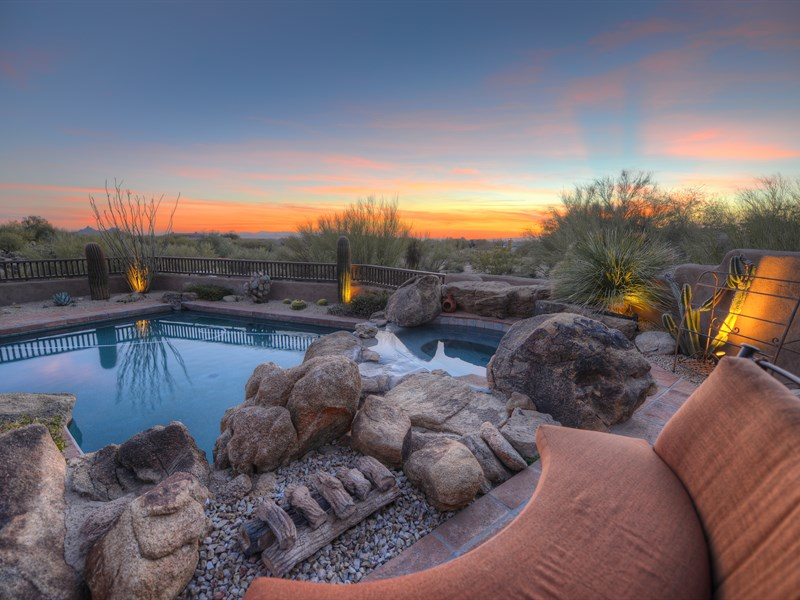 Maison unifamiliale pour l Vente à Fully Furnished Pueblo Style Home Offers Optimal Outdoor Arizona Living 10389 E Scopa Trail Scottsdale, Arizona 85262 États-Unis