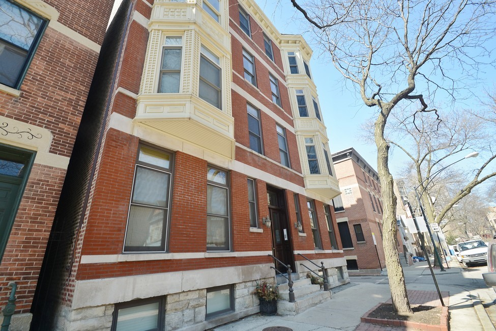Single Family Home for Sale at Classic Renovation 1742 N North Park Avenue Unit 3N Lincoln Park, Chicago, Illinois 60614 United States