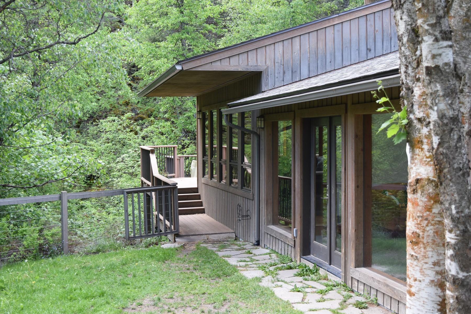 Nhà ở một gia đình vì Bán tại Lion Mountain Home 1865 Four Wheel Drive Whitefish, Montana 59937 Hoa Kỳ