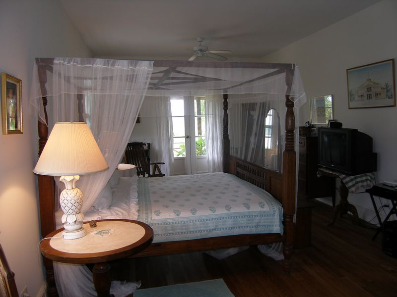 Additional photo for property listing at Inviting Country House in Rock Sound Rock Sound, Eleuthera Bahamas