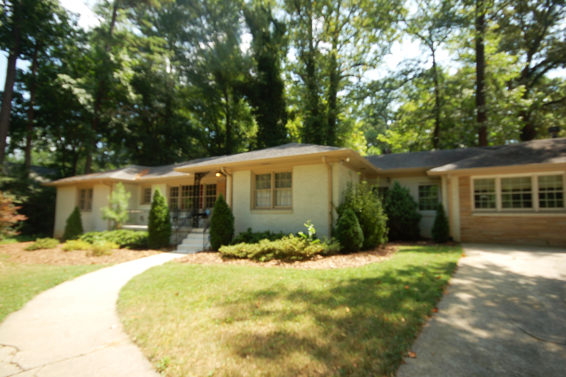 Casa Unifamiliar por un Venta en Great Opportunity In Buckhead 3851 Wieuca Road Buckhead, Atlanta, Georgia 30342 Estados Unidos