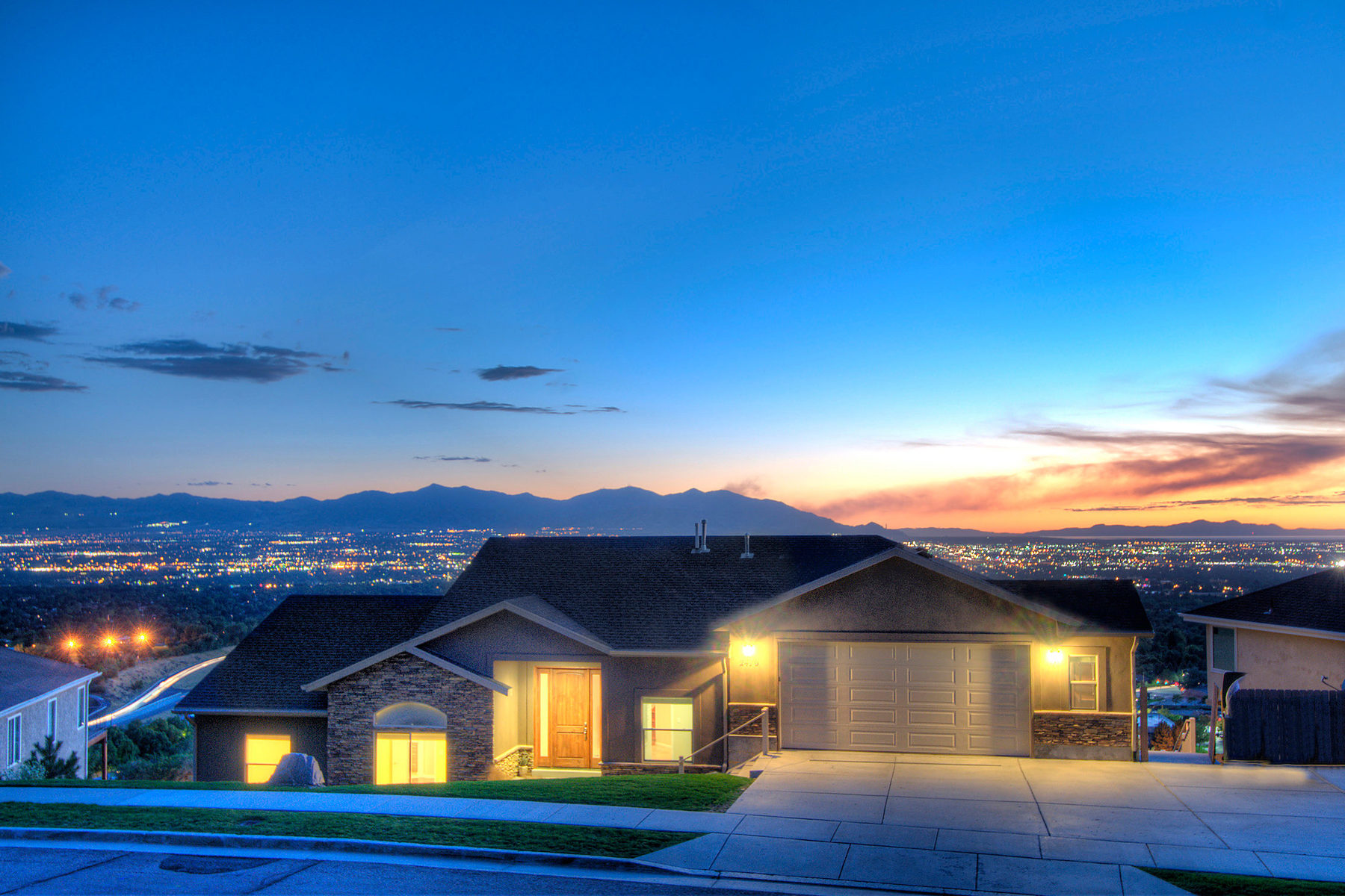Частный односемейный дом для того Продажа на Panoramic Valley Views 2470 Promontory Dr Salt Lake City, Юта, 84109 Соединенные Штаты