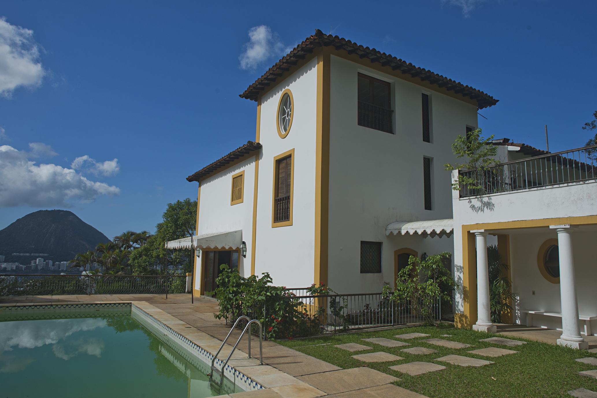 Частный односемейный дом для того Продажа на Amazing Historic Property Rua Sara Vilela Rio De Janeiro, Рио-Де-Жанейро, 22460180 Бразилия