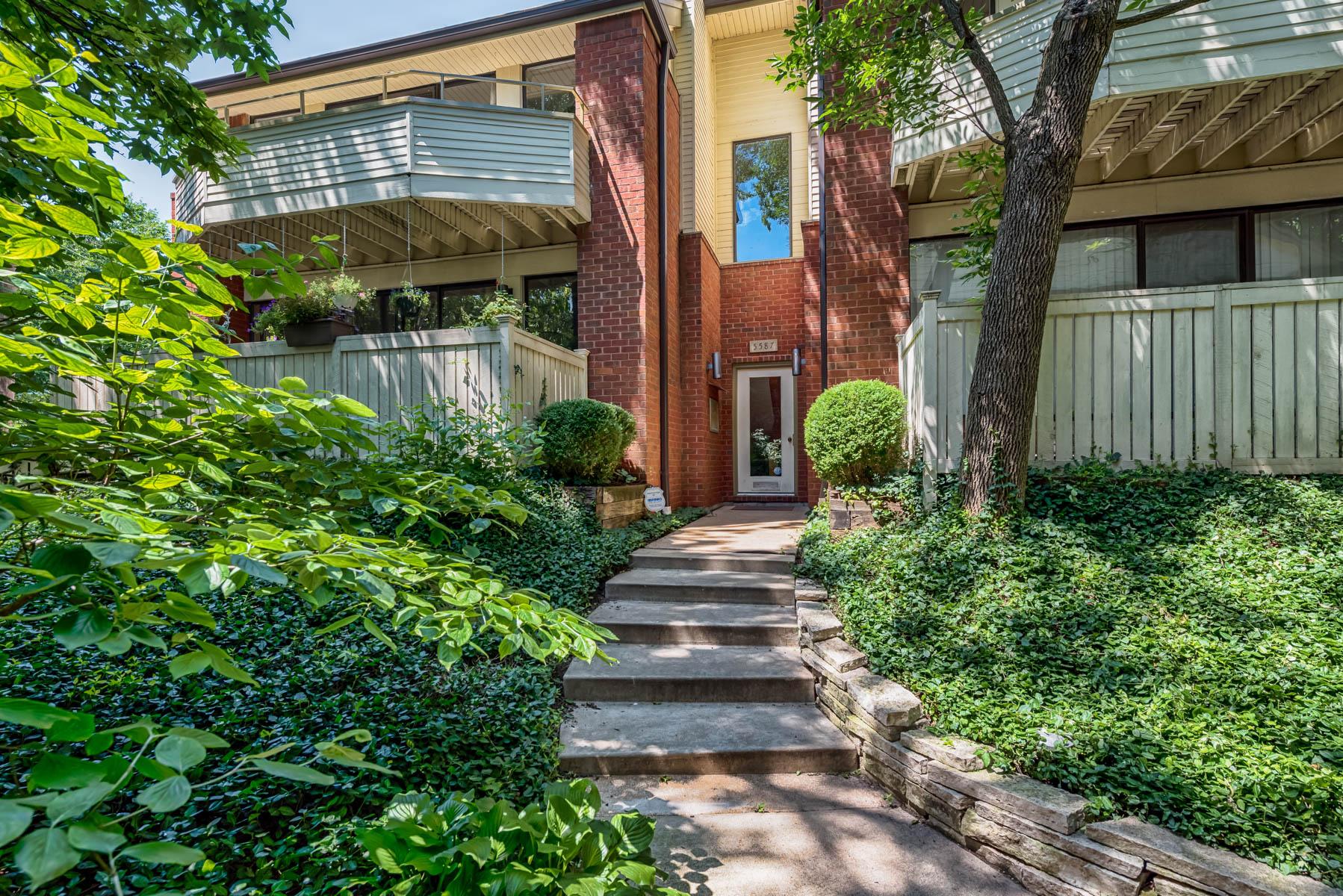 Condominium for Sale at Waterman Blvd #B 5587 Waterman Blvd #B St. Louis, Missouri 63112 United States