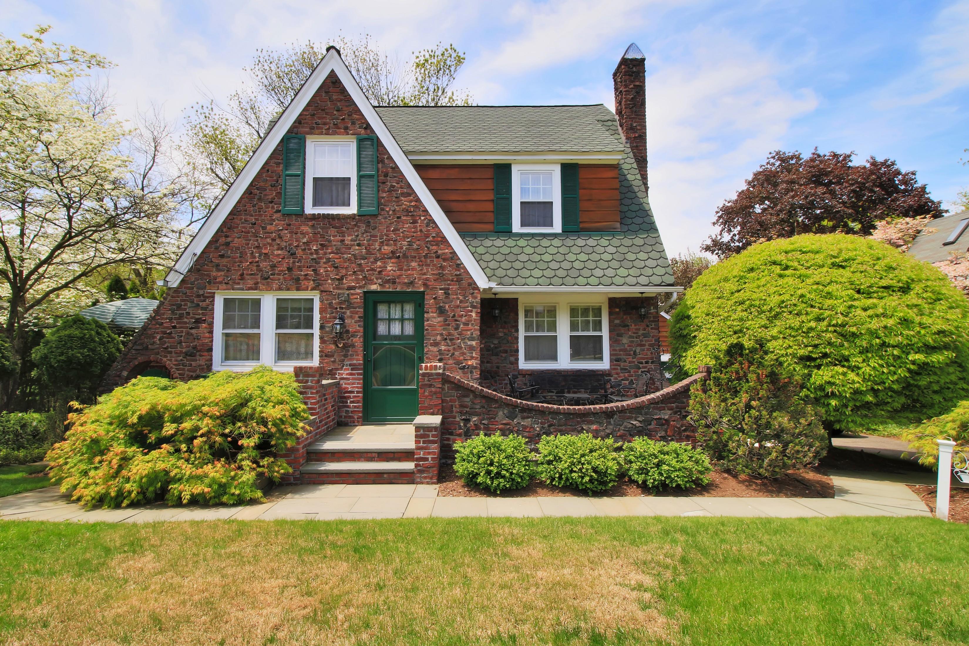 sales property at Beautiful Haworth Colonial