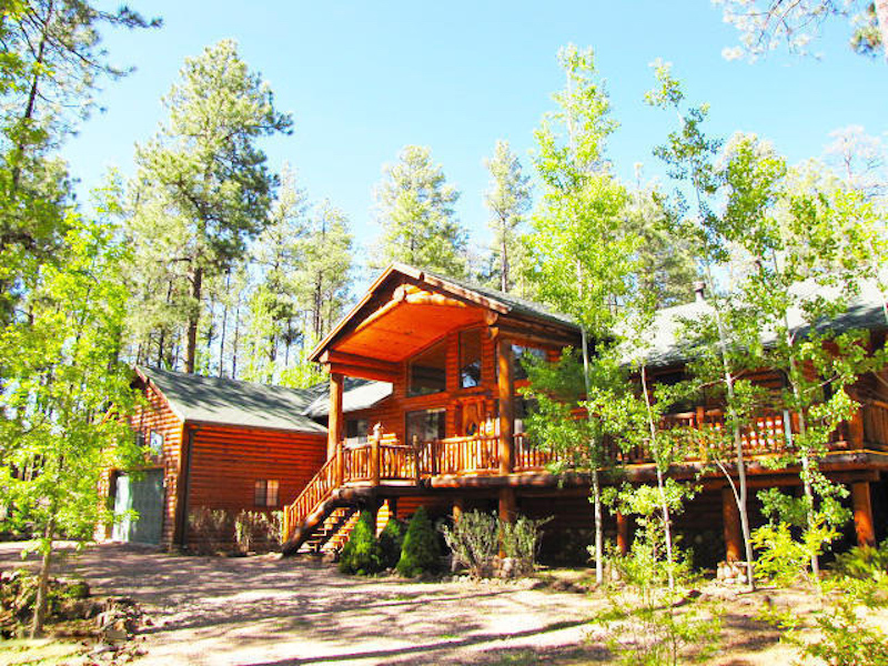 단독 가정 주택 용 매매 에 Highly upgraded fabulous cabin on .72 acres in White Mountain Summer Homes. 2722 Bobcat Gulch Pinetop, 아리조나 85935 미국