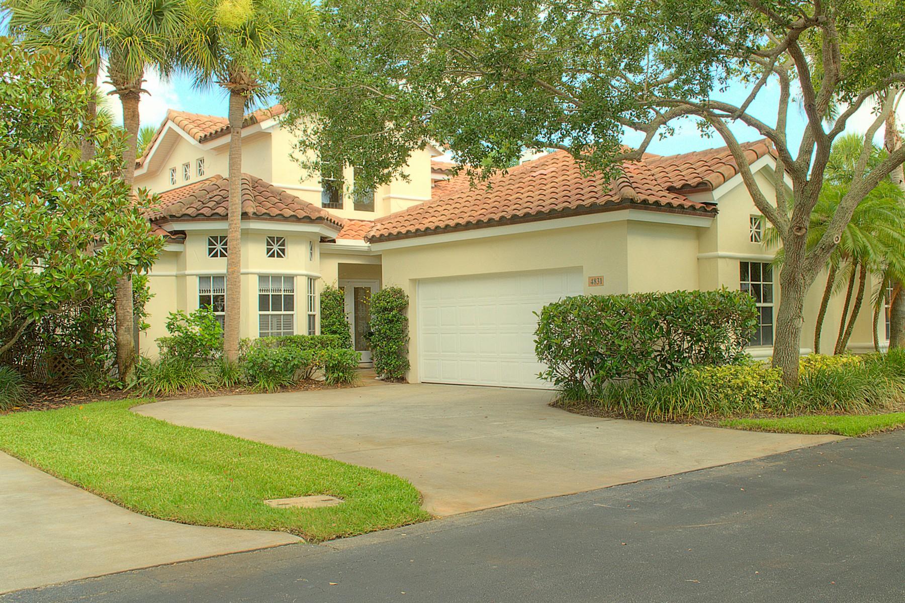 Maison de ville pour l Vente à Elegant home on 3rd fairway at Grand Harbor 4831 S Newport Island Drive Grand Harbor, Vero Beach, Florida 32967 États-Unis