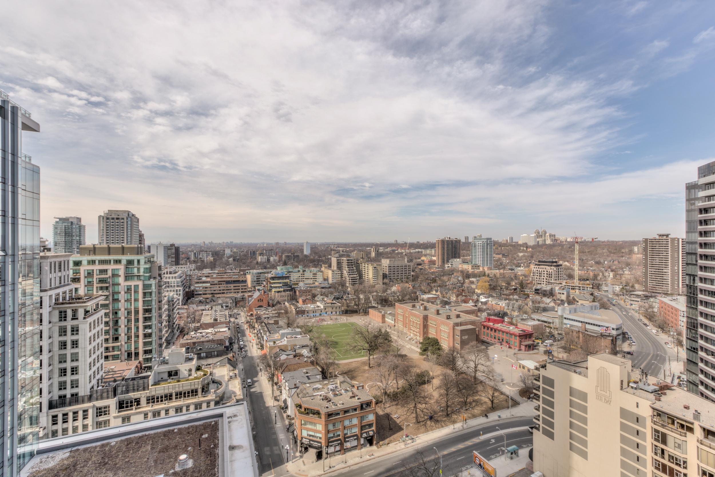 Кооперативная квартира для того Продажа на Four Season Private Residences 55 Scollard Street, Suite 2001 Toronto, Онтарио M5R0A1 Канада