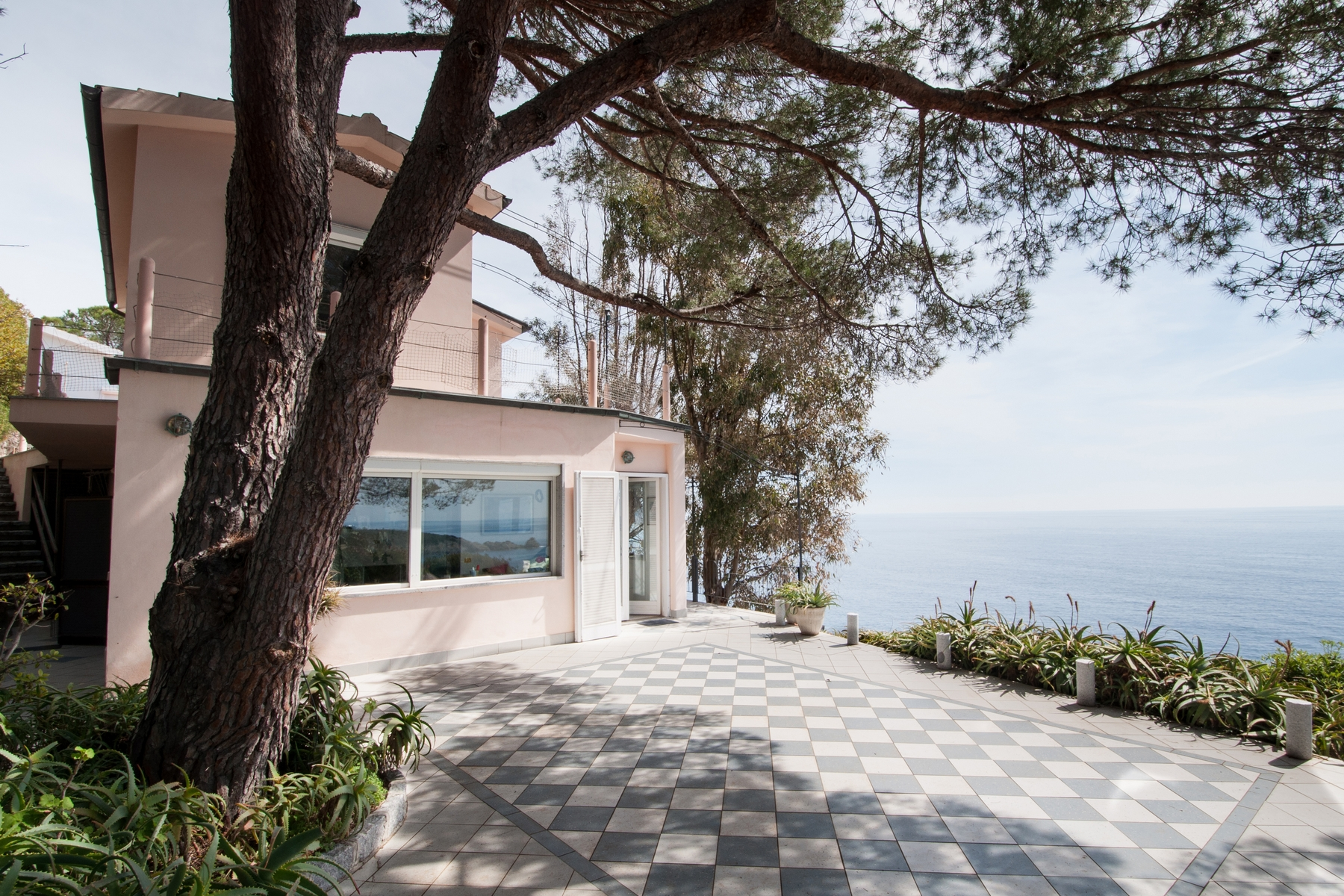 Additional photo for property listing at Waterfront villa with pool at Isola d'Elba  Campo Nell'elba, Livorno 57034 Italie