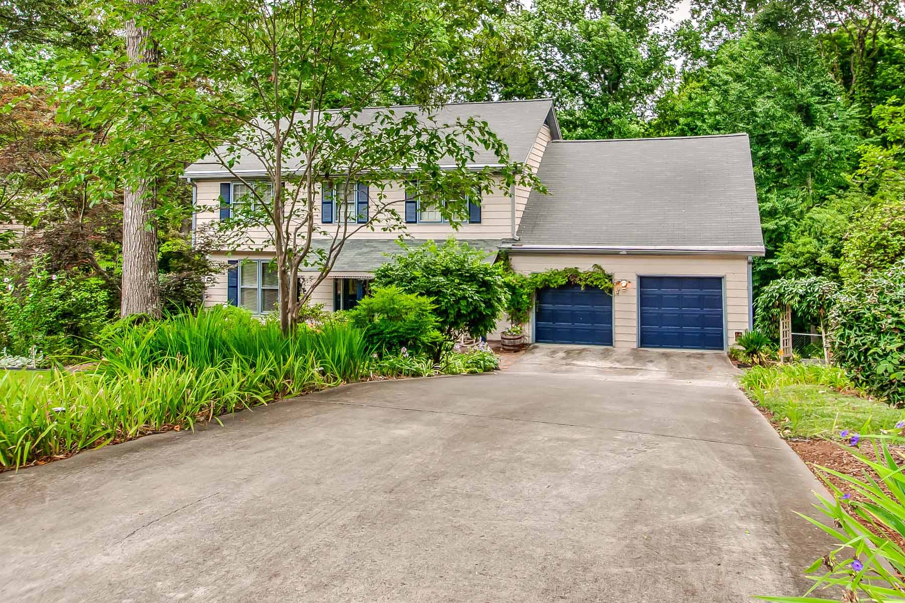 Additional photo for property listing at Stunning Brookhaven Home 1081 Ragley Hall Road NE Atlanta, 조지아 30319 미국