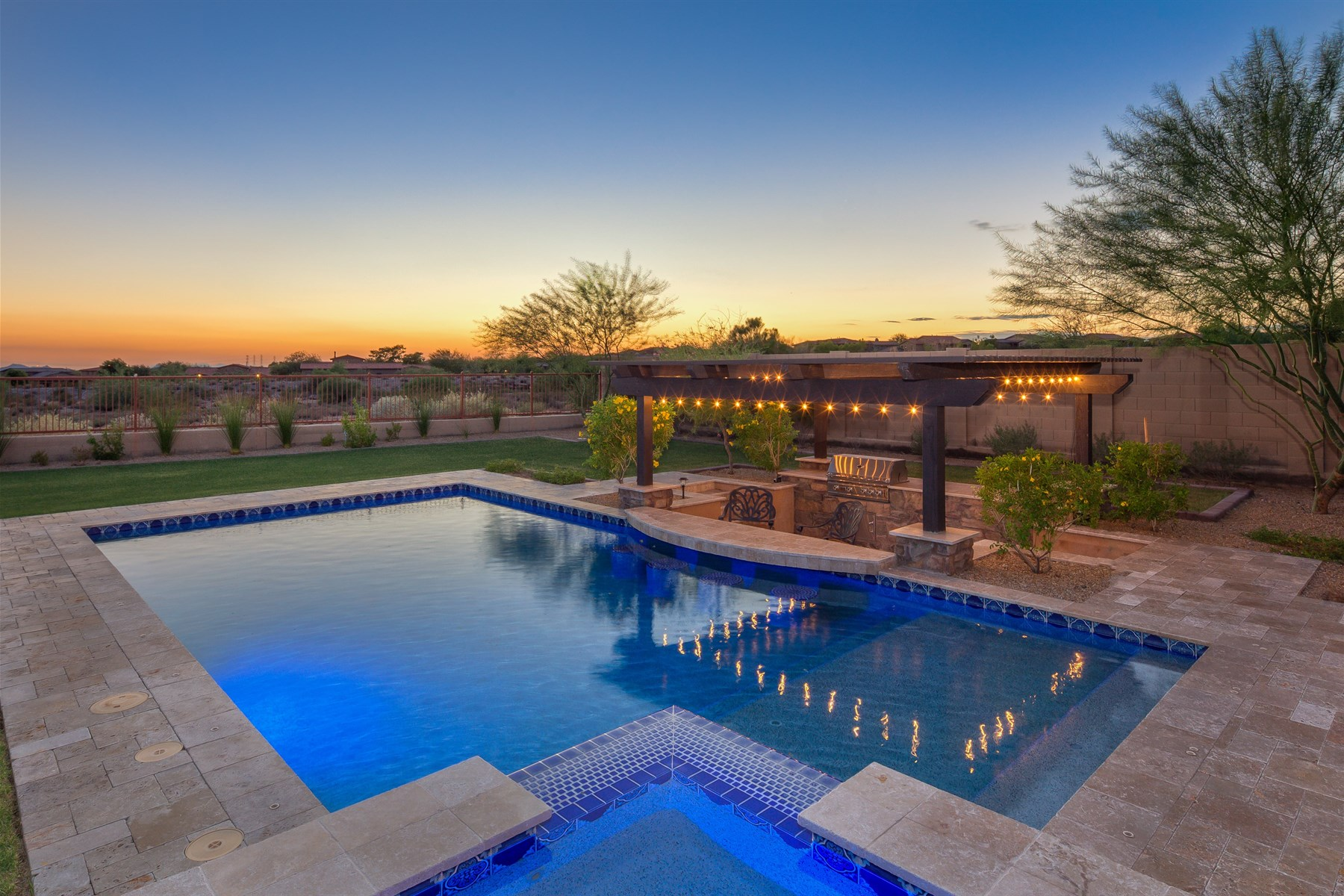 Moradia para Venda às Beautiful newer single-story home in the guard-gated community of Windgate Ranch 18294 N 96th Way Scottsdale, Arizona, 85255 Estados Unidos