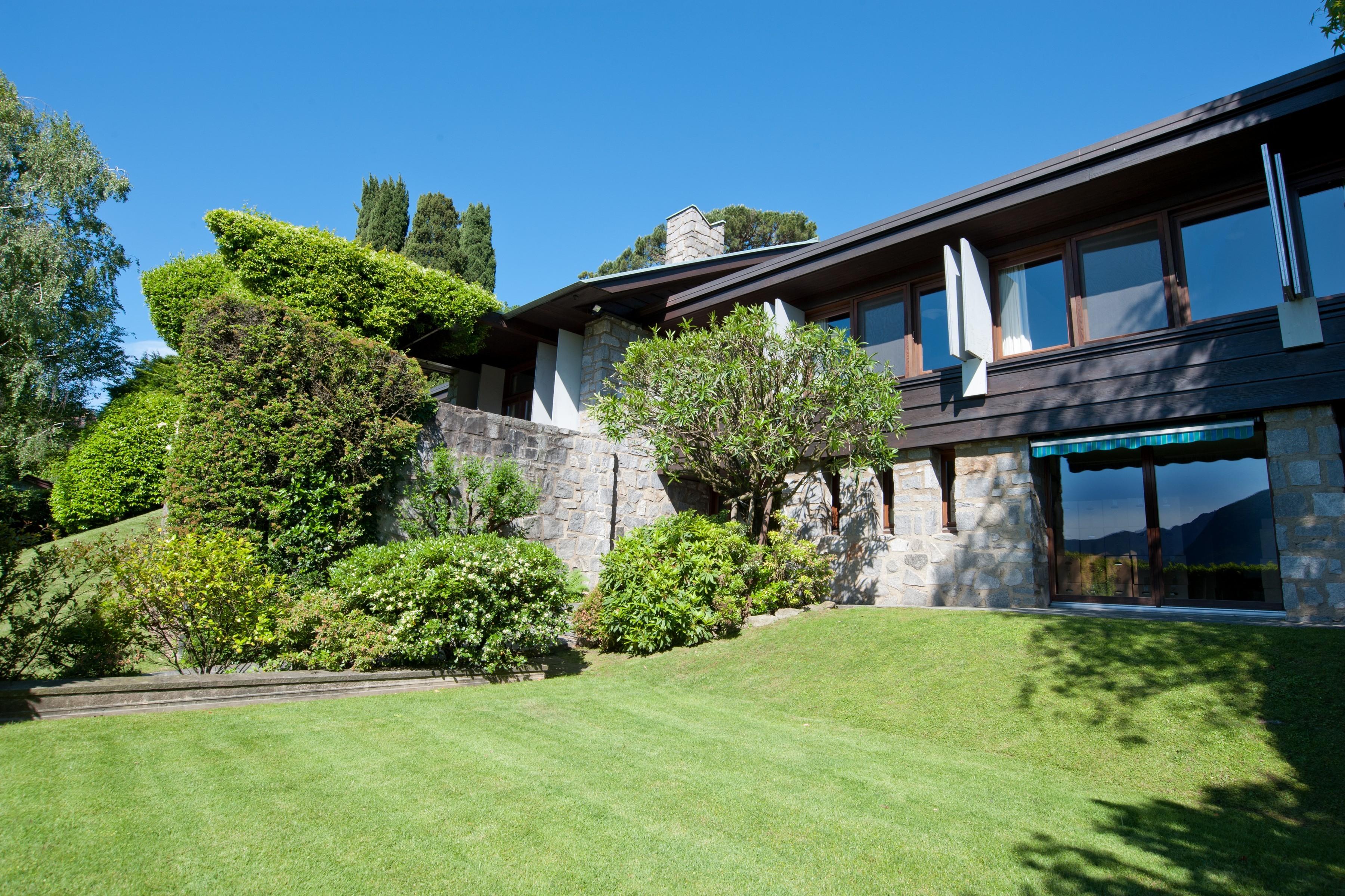 Частный односемейный дом для того Продажа на Elegant villa with lake view Lugano, Ticino, Швейцария