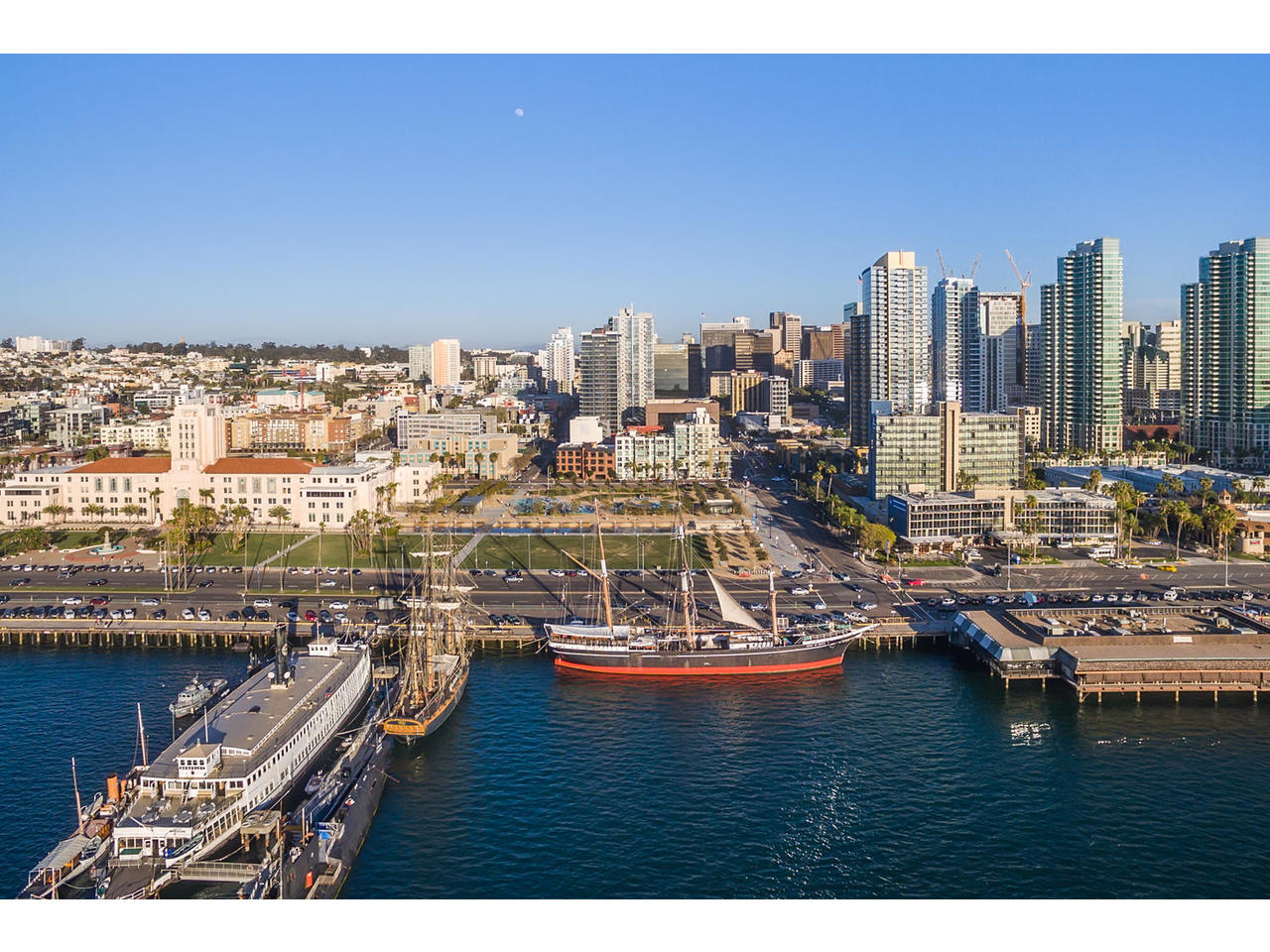 共管物業 為 出售 在 First Floor Unit in Little Italy's Breeza Community! 1431 Pacific Hwy #102 San Diego, 加利福尼亞州, 92101 美國