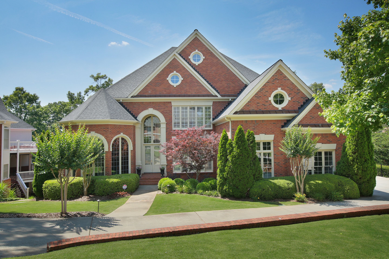 独户住宅 为 销售 在 Pristine Home in Popular Johns Creek 140 Windlake Cove Johns Creek, 乔治亚州, 30022 美国