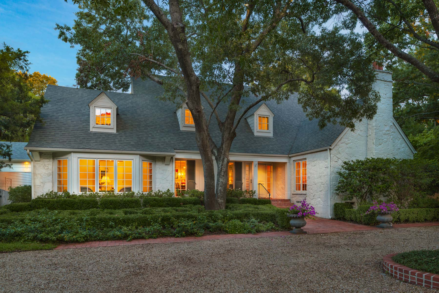Casa Unifamiliar por un Venta en Updated Preston Hollow Estate 9500 Inwood Road Dallas, Texas, 75220 Estados Unidos