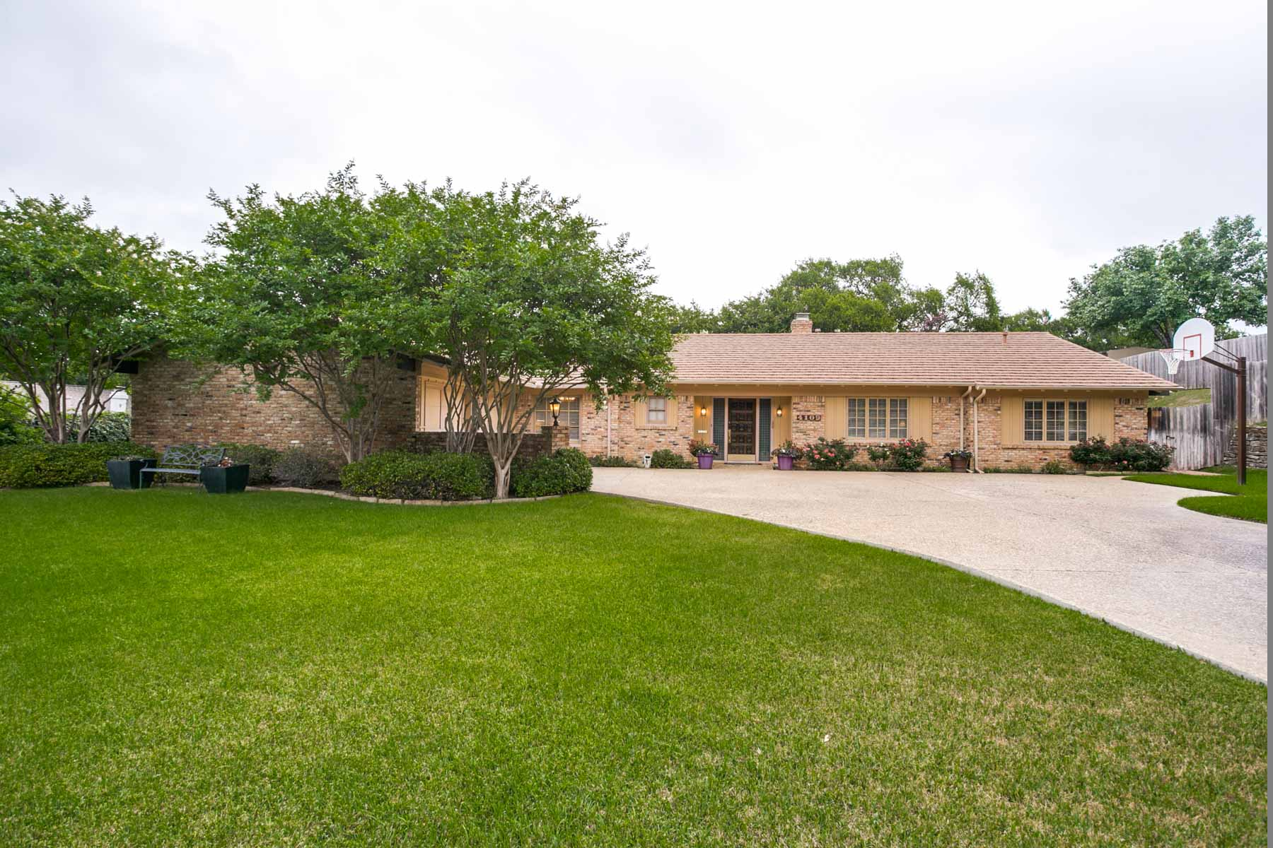 Single Family Home for Sale at Tanglewood, Maintained & Updated Home 4109 Sarita Drive Fort Worth, Texas, 76109 United States