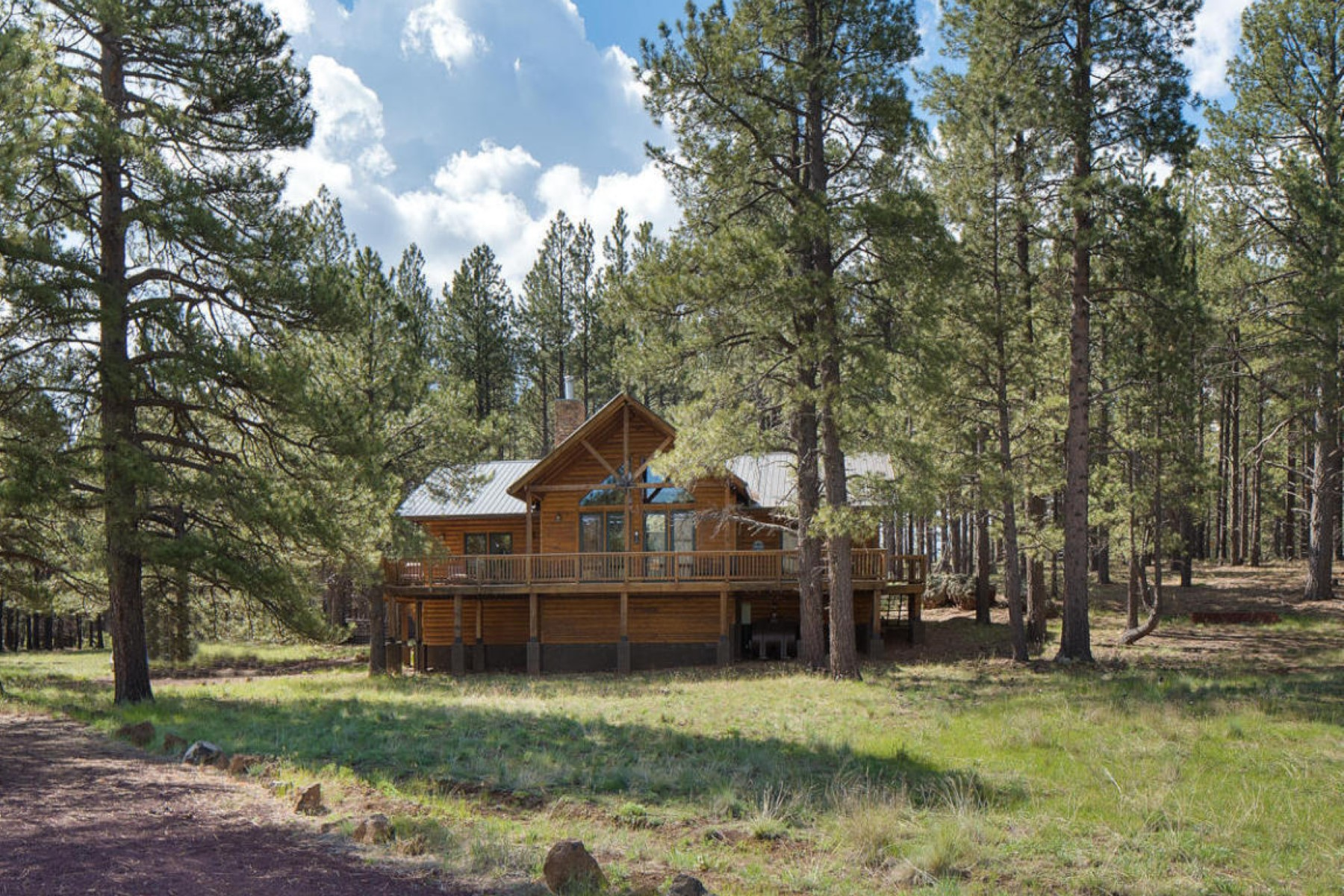 Single Family Home for Sale at This is a rare opportunity to own a private custom log sided mountain retreat. 17242 Crowley TRL Flagstaff, Arizona, 86001 United States