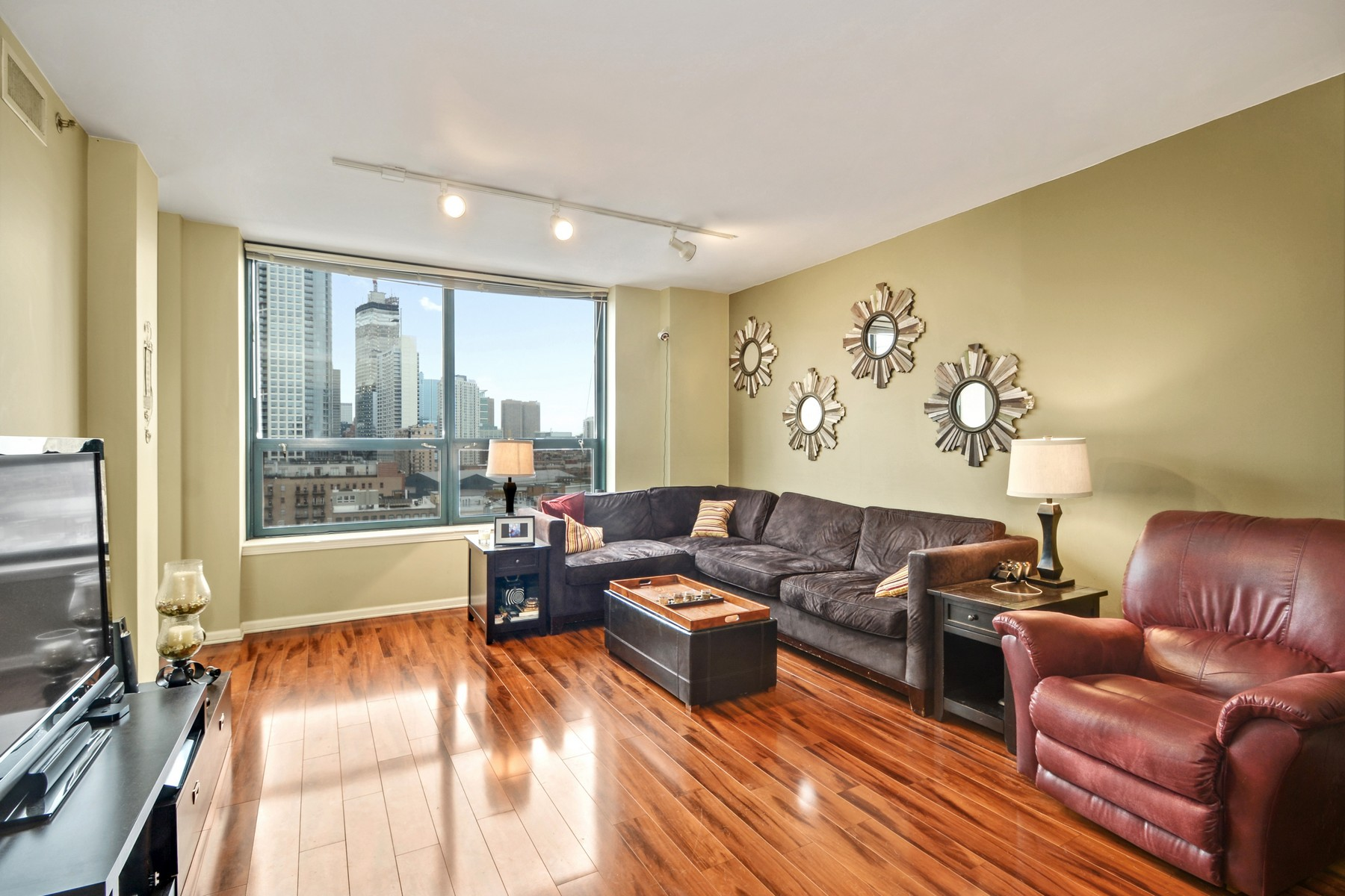 Property For Sale at Stunning South Facing Unit at Gallery 400
