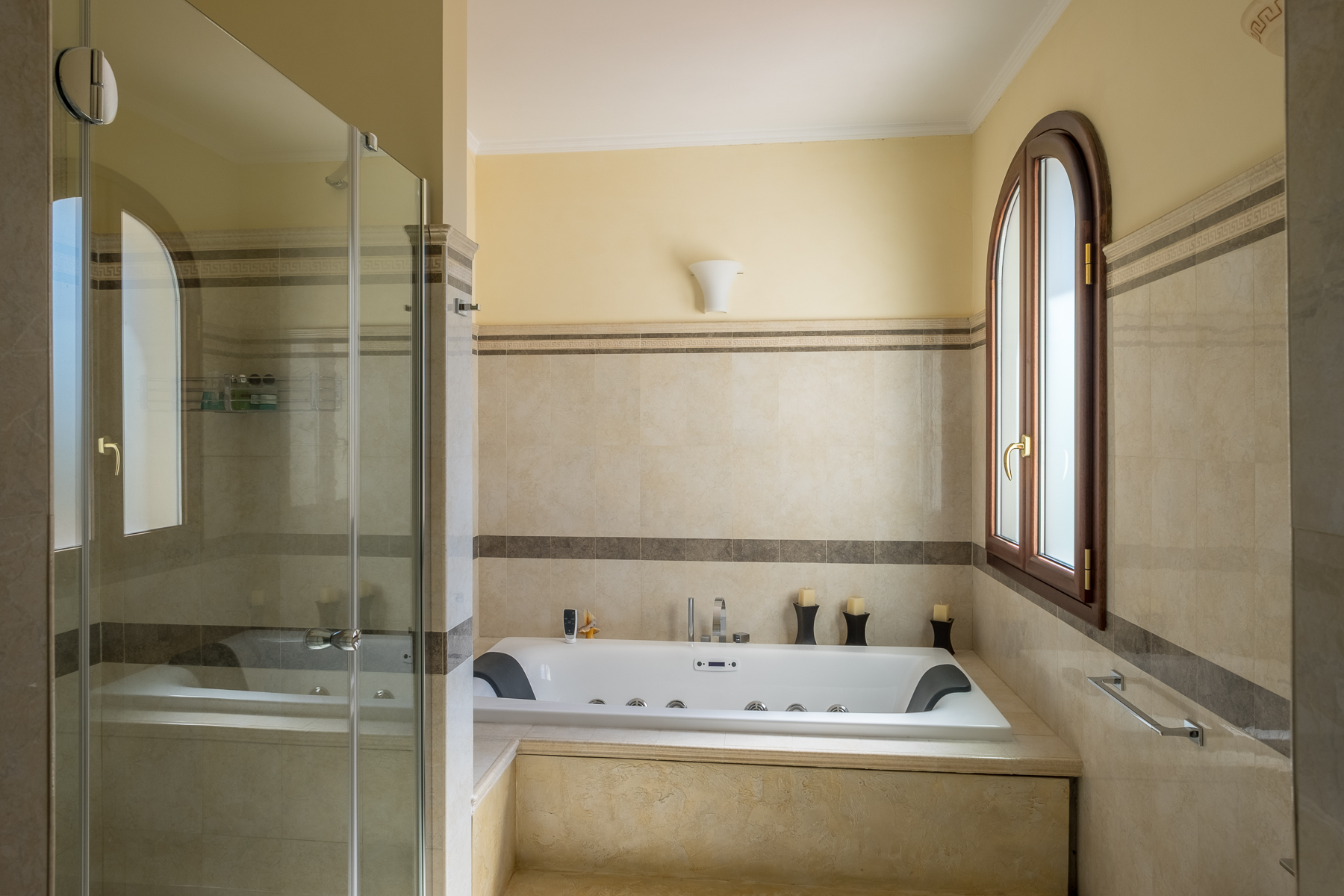 Additional photo for property listing at Refurbished penthouse with terraces Via Pascoli Firenze, Florence 50100 Italia